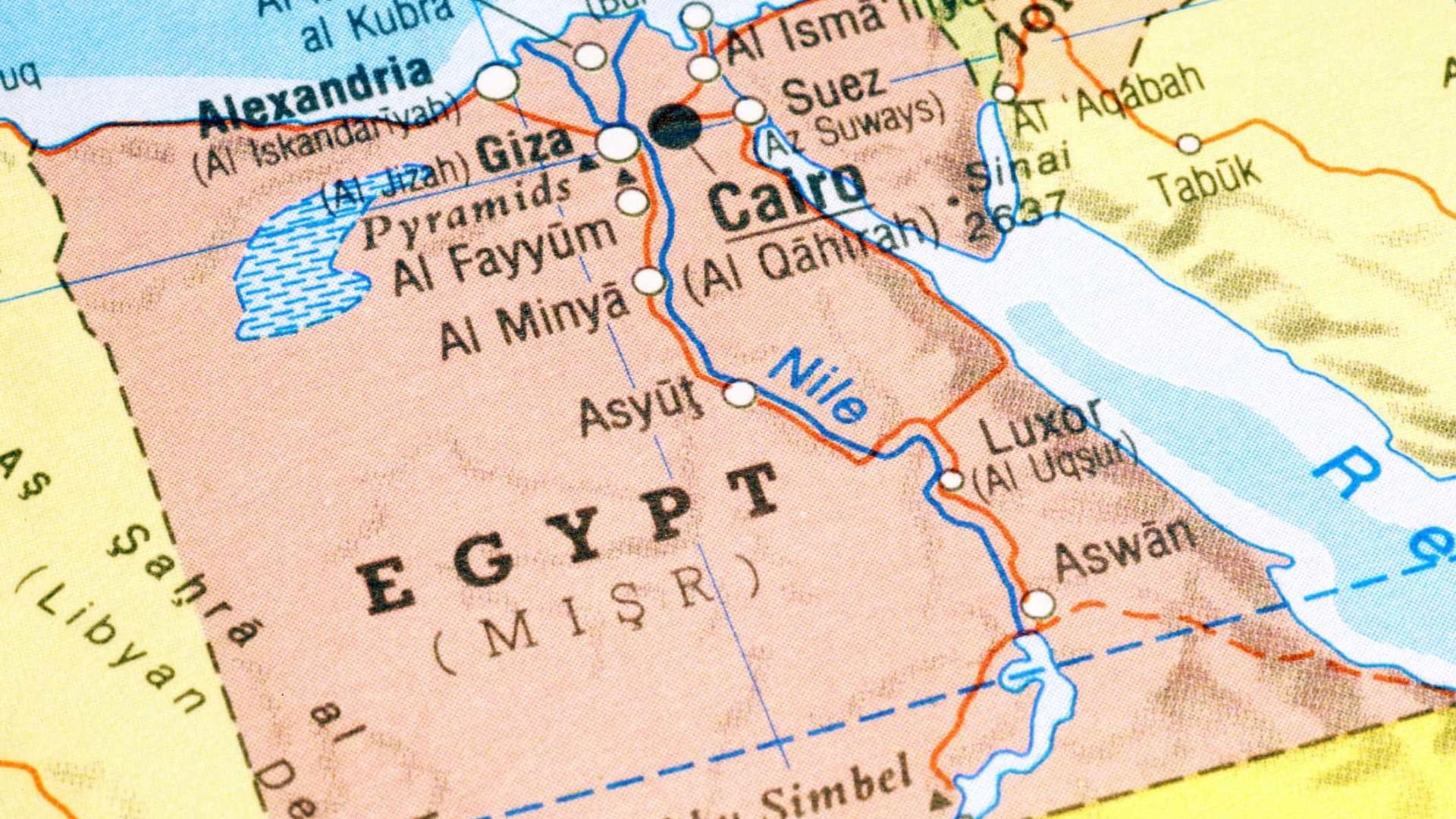 Colisão entre ônibus e caminhão deixa pelo menos 12 mortos no Egito