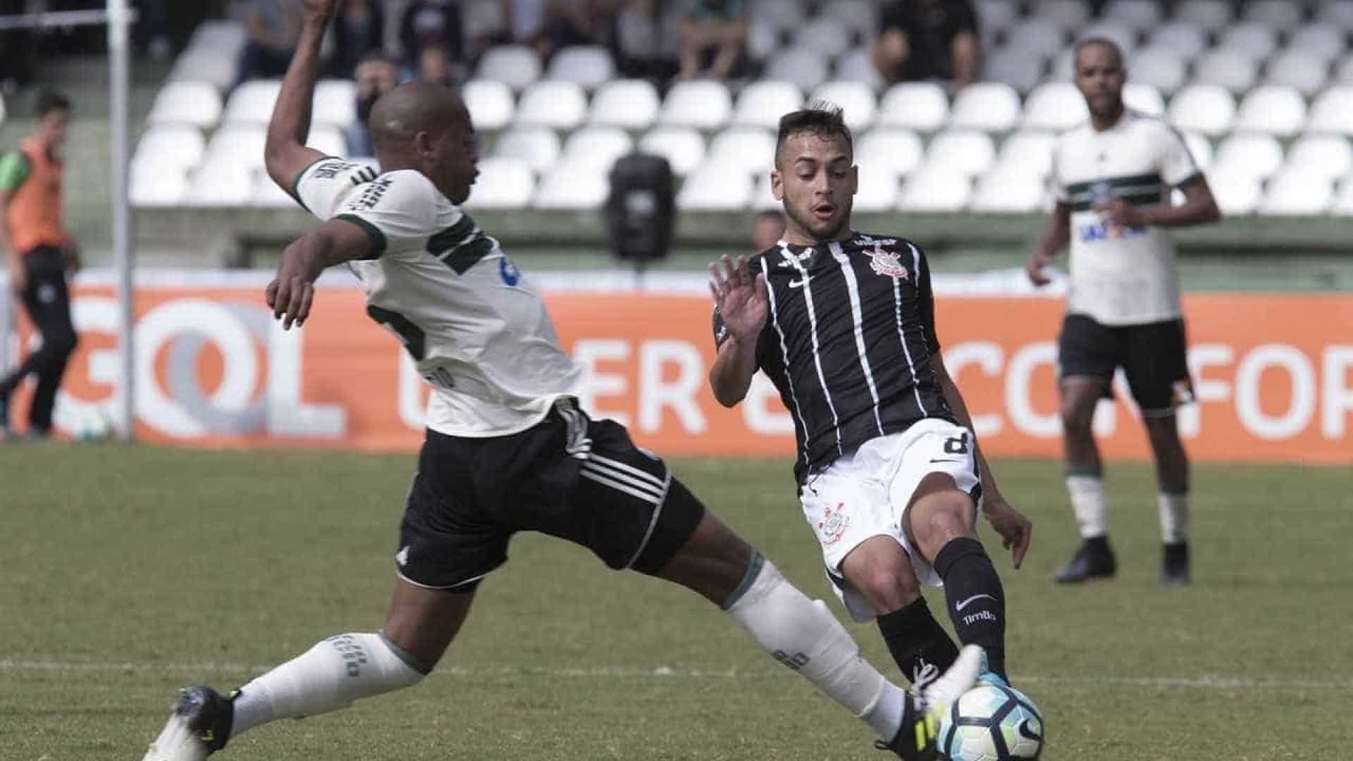 Corinthians empata com Coritiba e pode  perder a liderança
