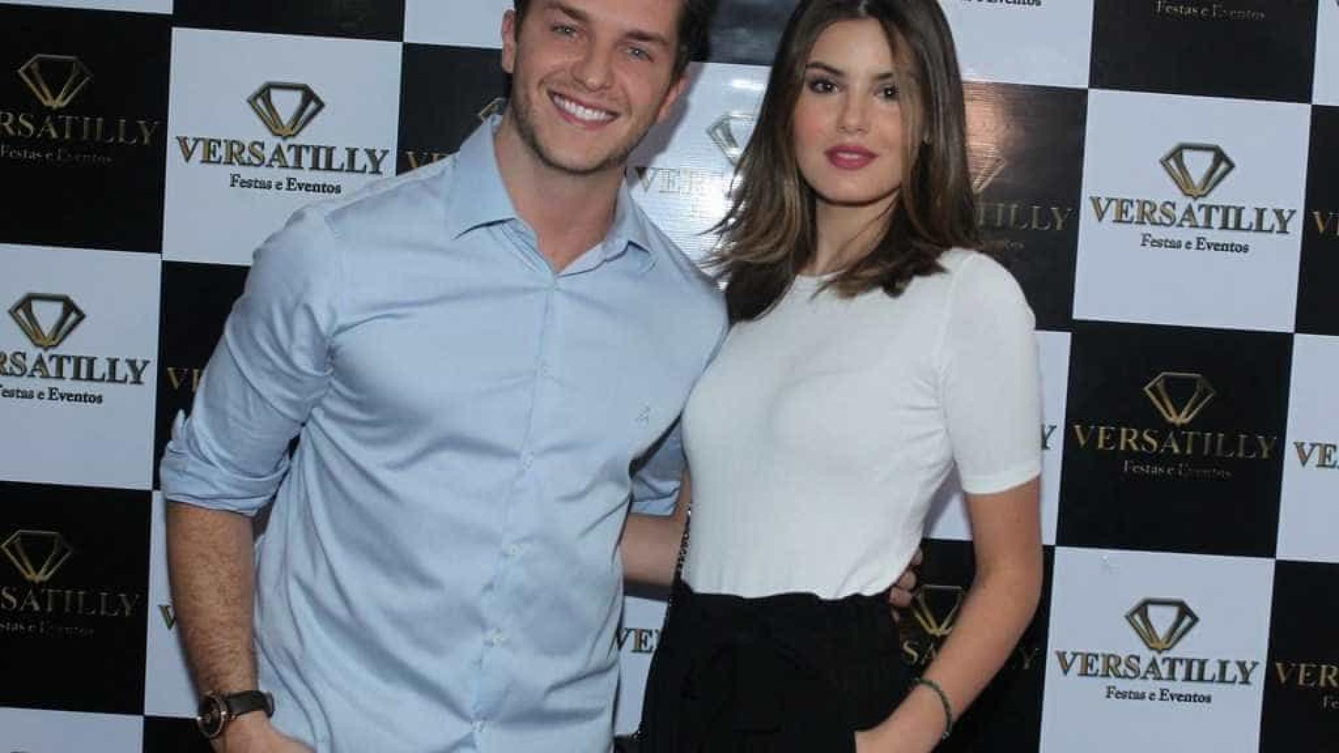 Após menos de 1 ano juntos, Klebber Toledo e Camila Queiroz noivam