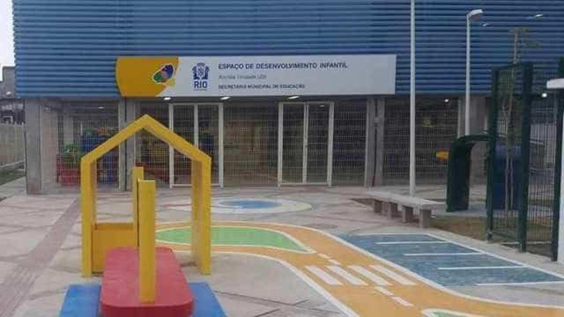 Professora é baleada dentro de  escola no Complexo da Maré, no Rio