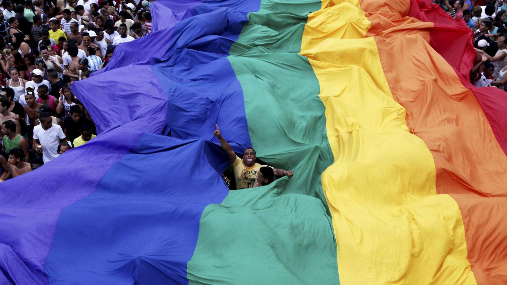 Especialista: decisão sobre cura gay ataca direitos e gera violência
