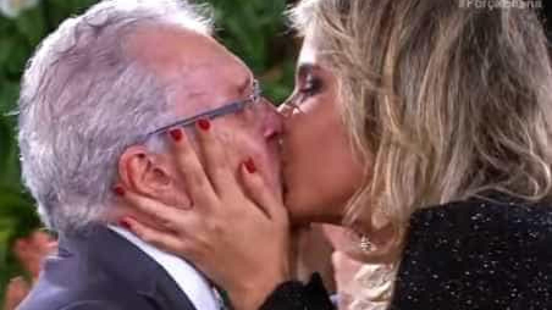 Aos 82 anos, Carlos Alberto de Nóbrega renova pedido de casamento