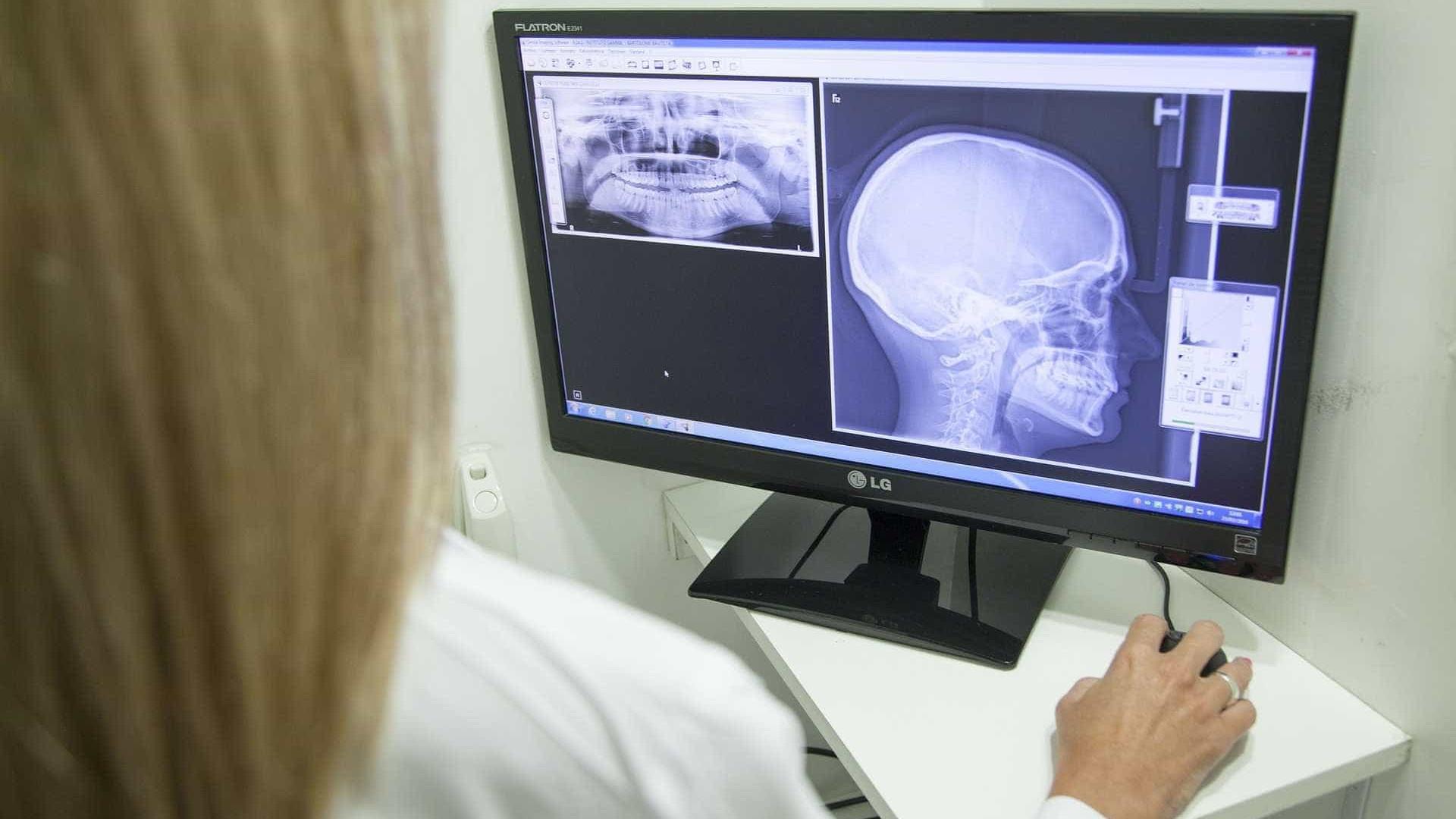 Médicos fazem hoje prova para validar diploma obtido no exterior