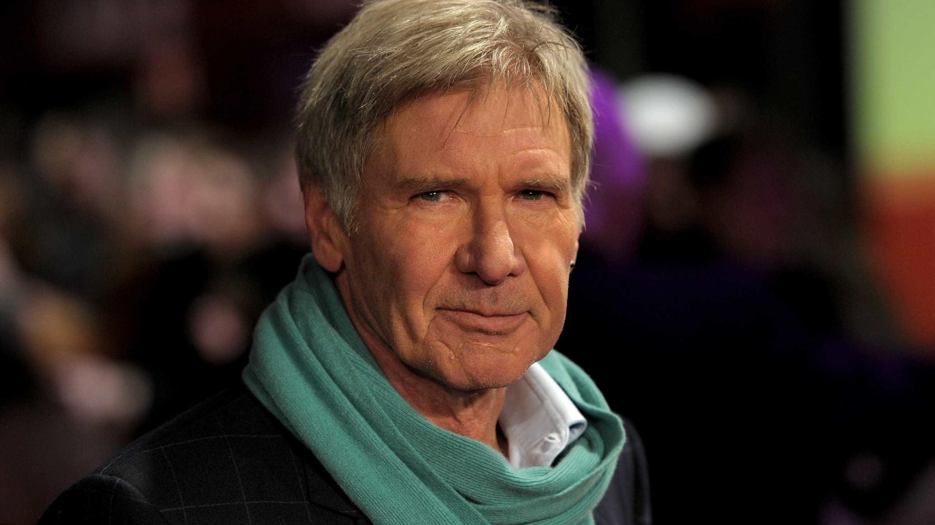 Harrison Ford ajuda a resgatar mulher que perdeu controle do carro
