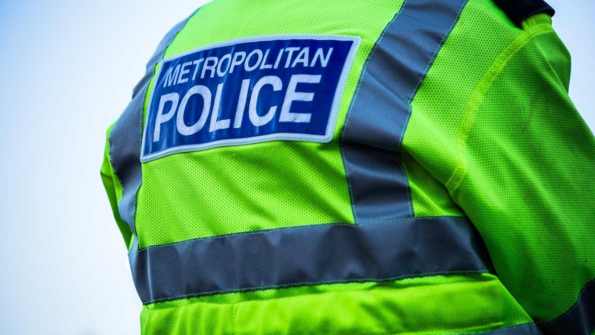 Um morre e outro fica ferido após ataque com faca em Londres