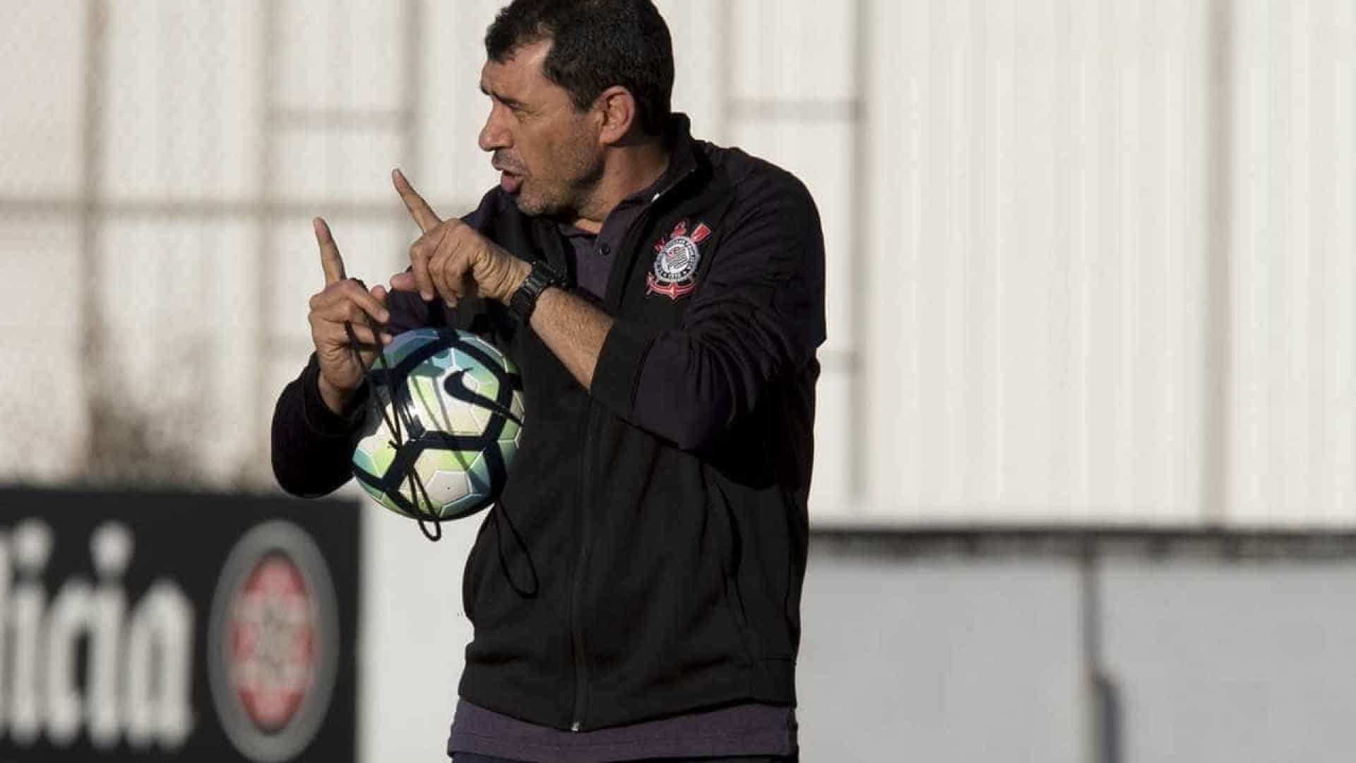 Corinthians age rápido e anuncia renovação de Carille por 2 anos