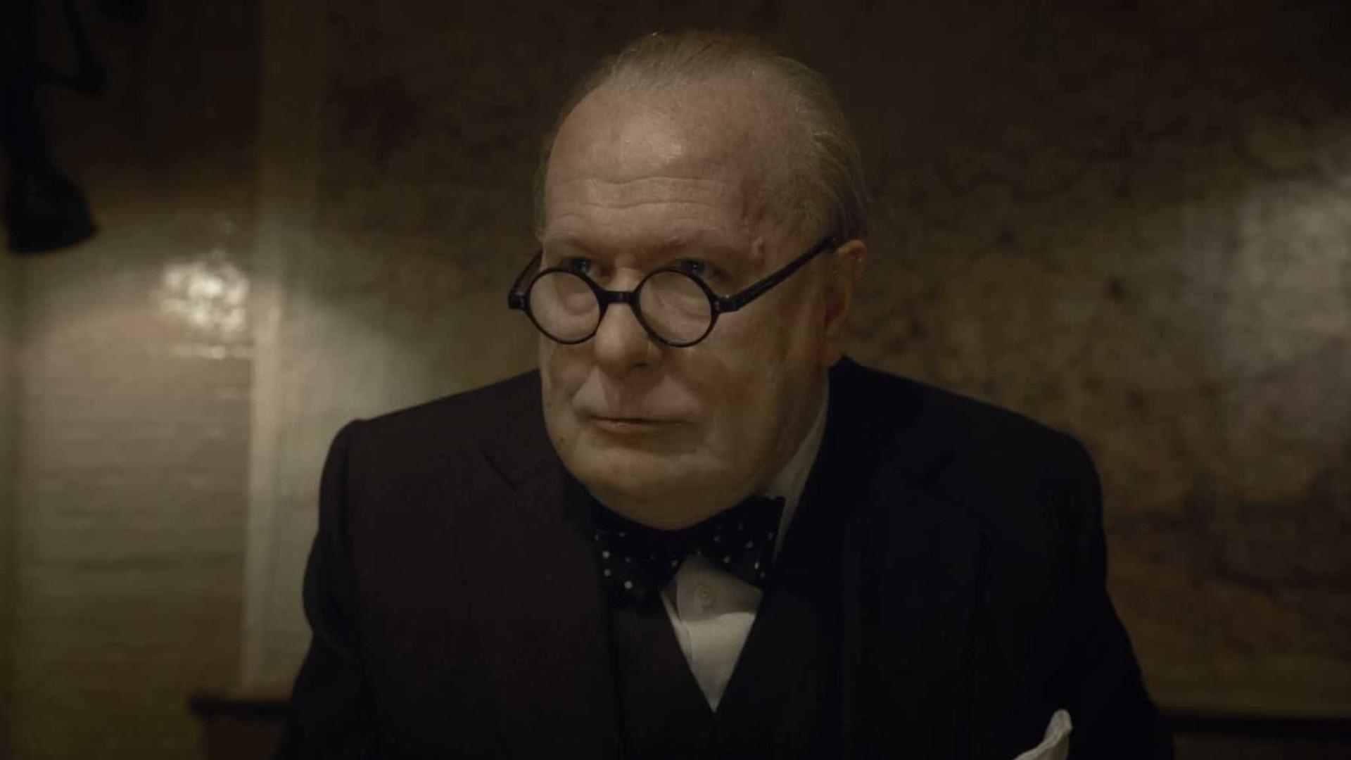 Gary Oldman aparece irreconhecível em 'Darkest Hour'