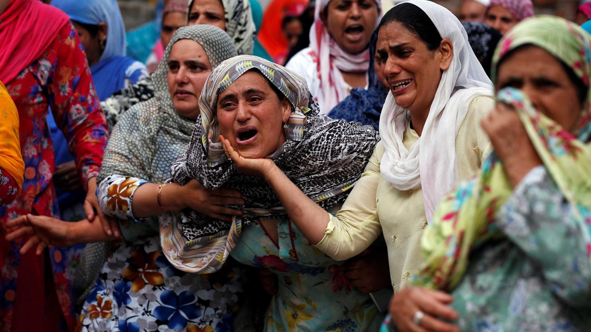 Acidente de ônibus mata 16 peregrinos  hindus na Caxemira