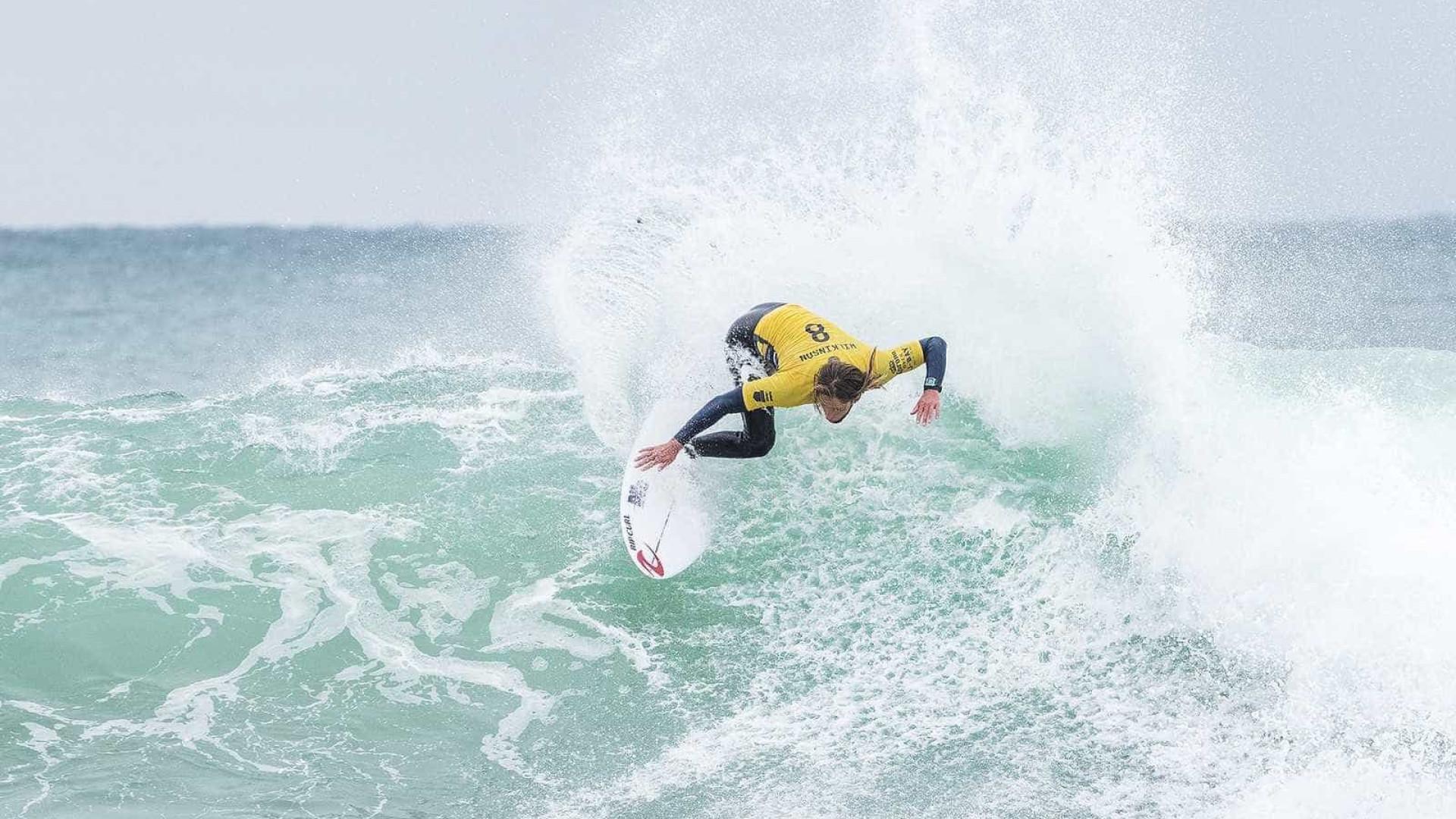 Jordy Smith e Wilkinson avançam em J-Bay; brasileiros não surfaram