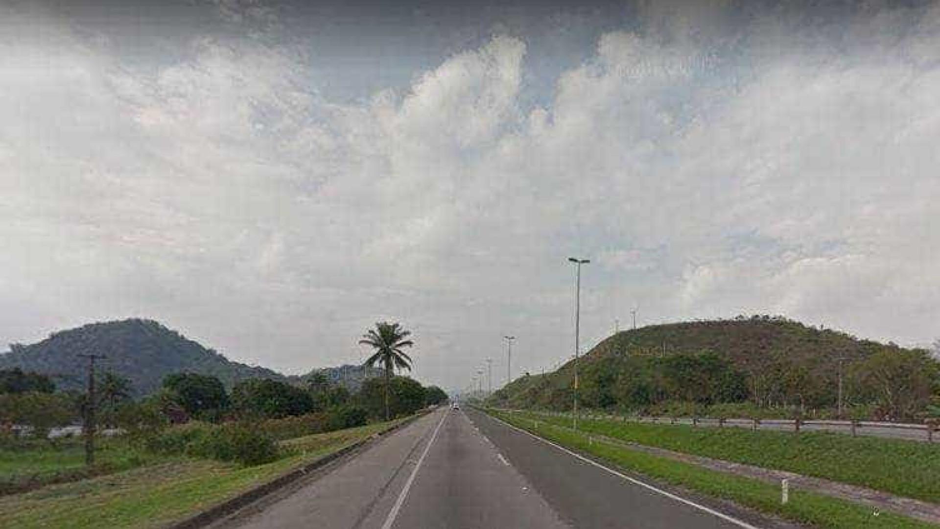 Criminoso morre atropelado por  caminhão que tentou assaltar no Rio