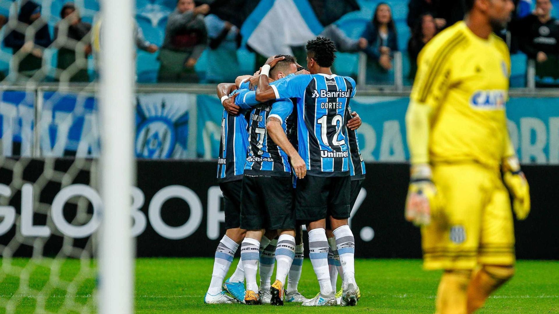 Grêmio vence Ponte Preta de virada em Porto Alegre