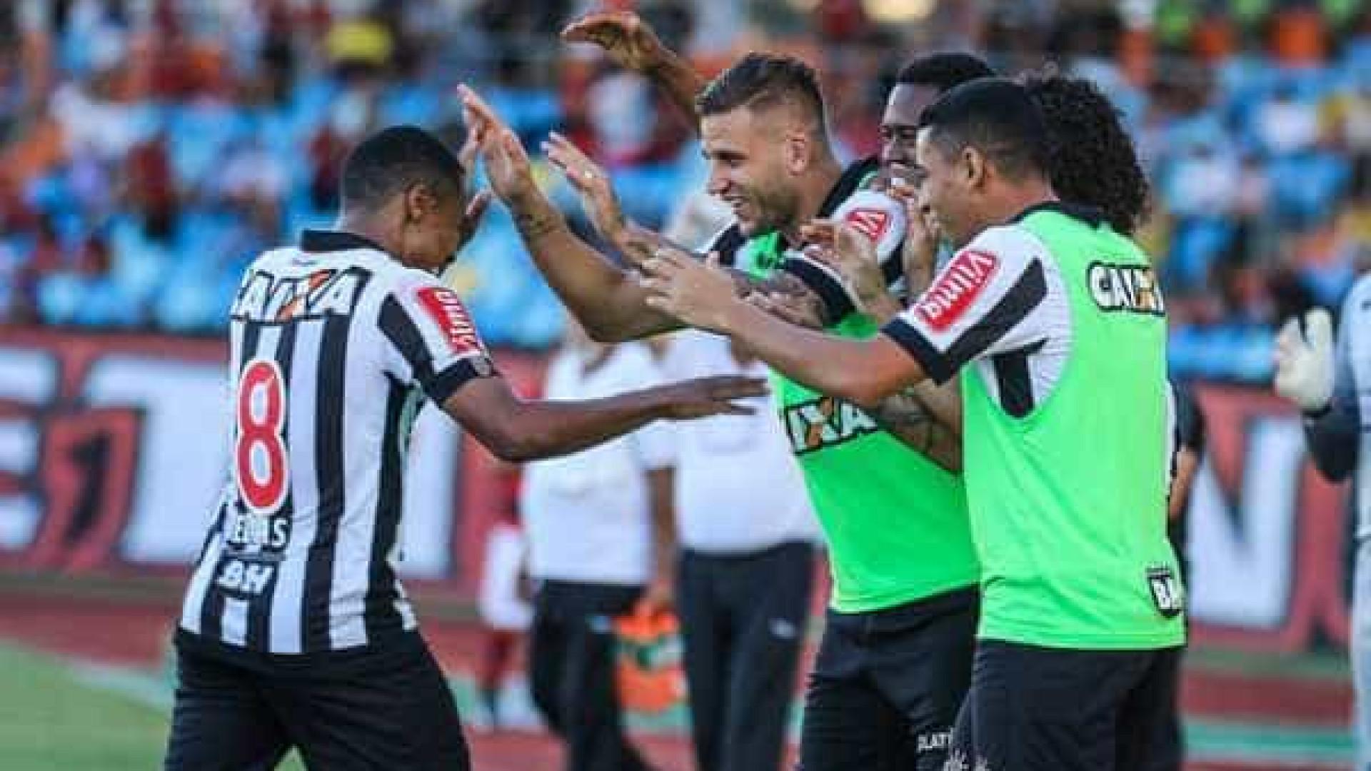Atlético-MG reage no segundo tempo e vence Atlético-GO de virada