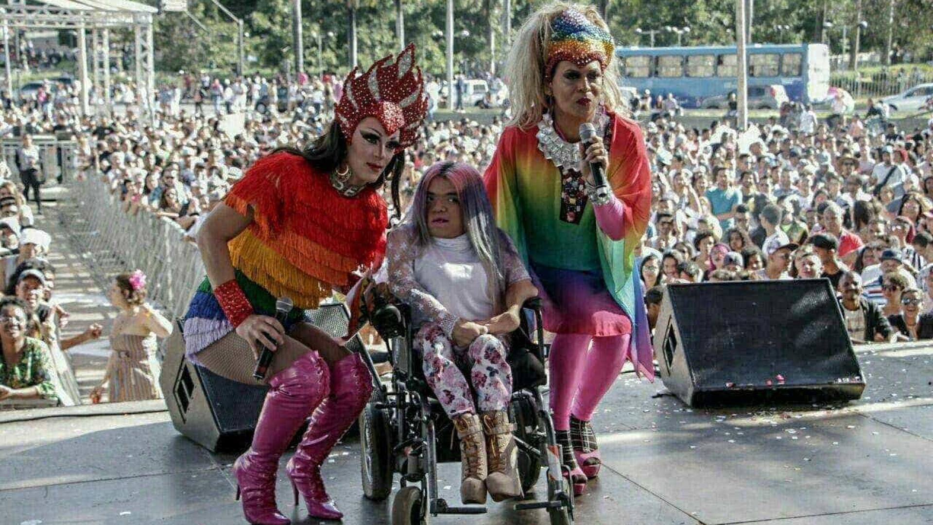 Parada do Orgulho LGBT reúne 80 mil pessoas