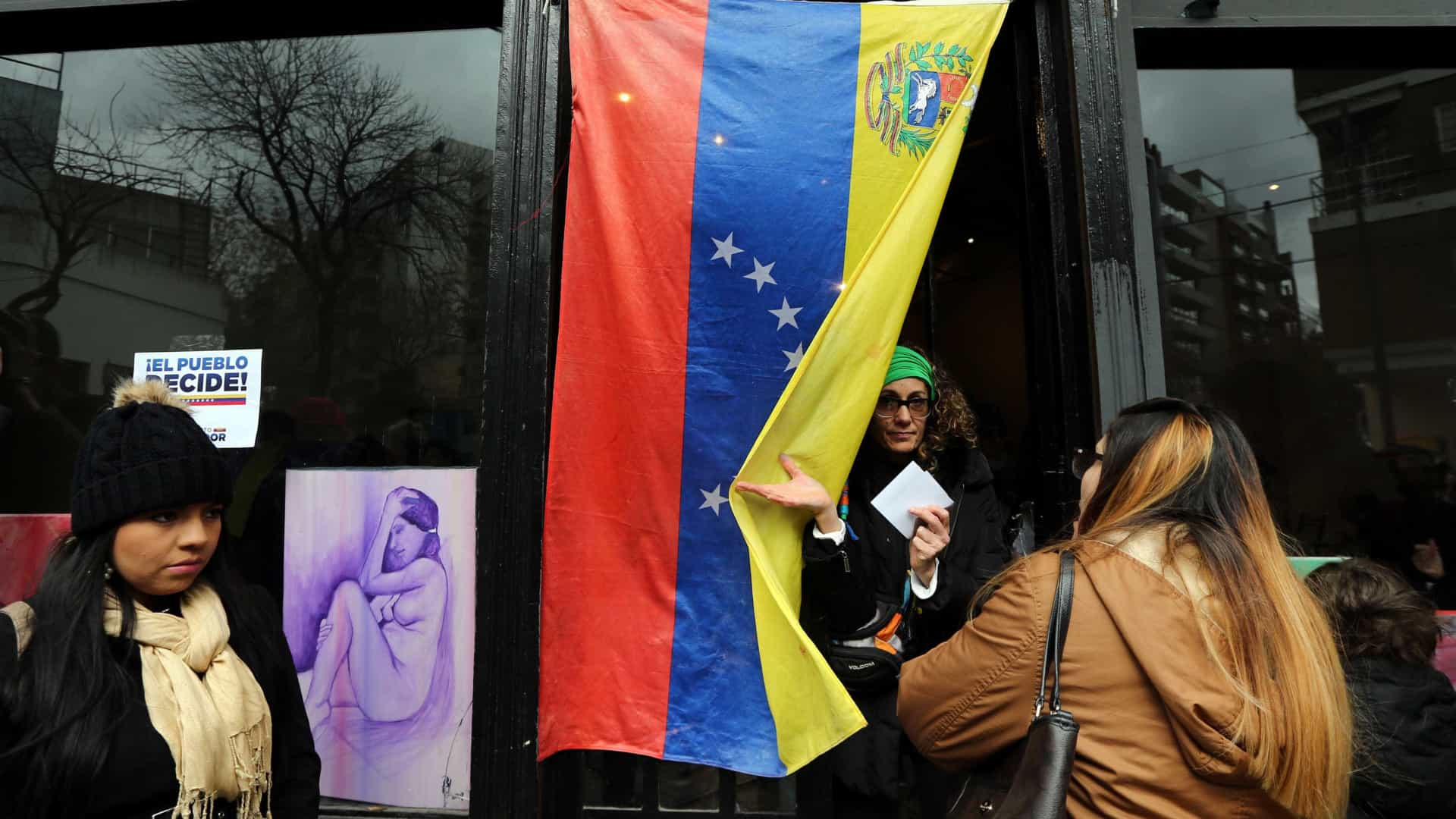 Venezuela: cerca de um milhão de expatriados participam de plebiscito