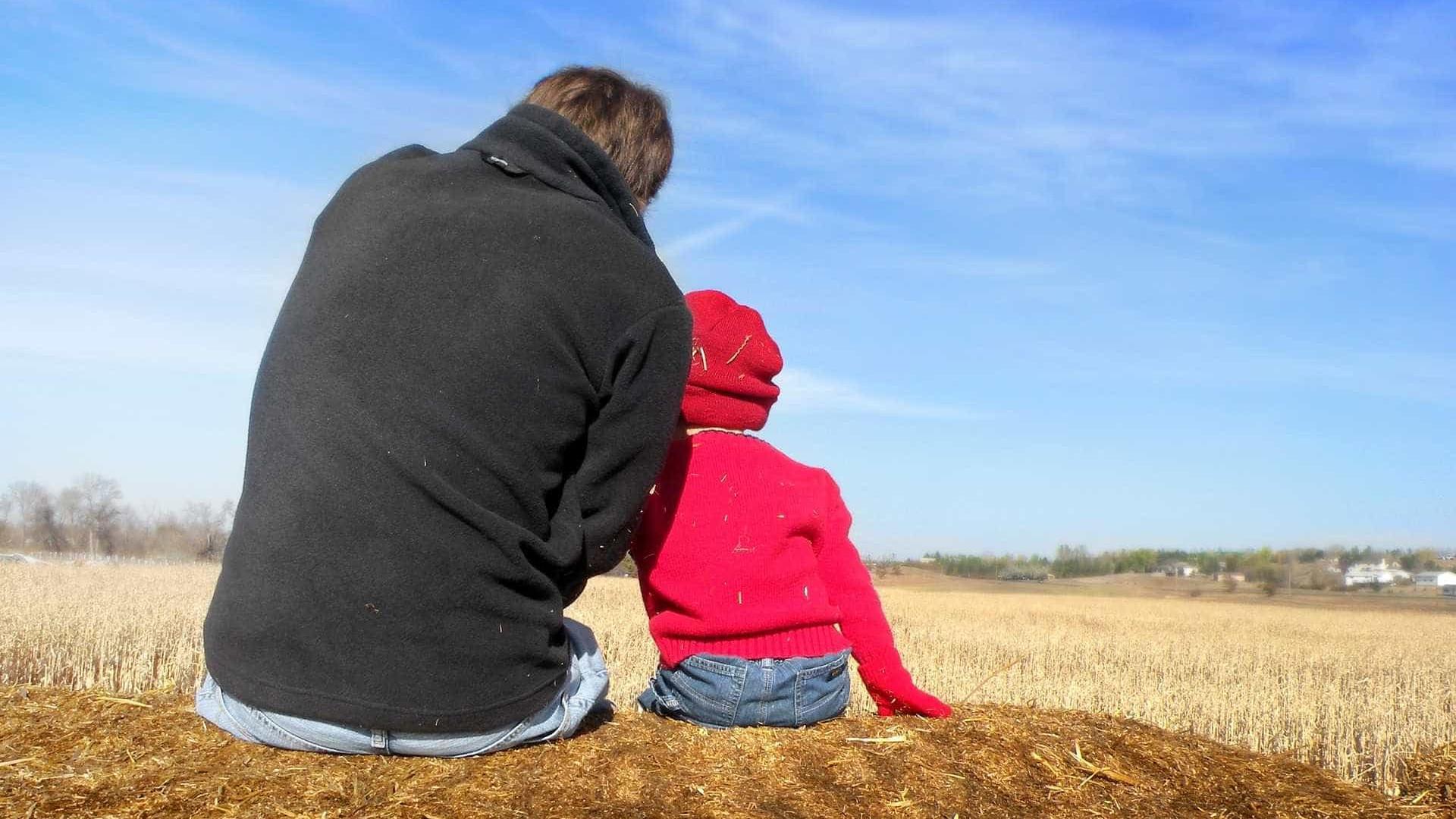 Servidor em relação homoafetiva consegue licença paternidade no DF