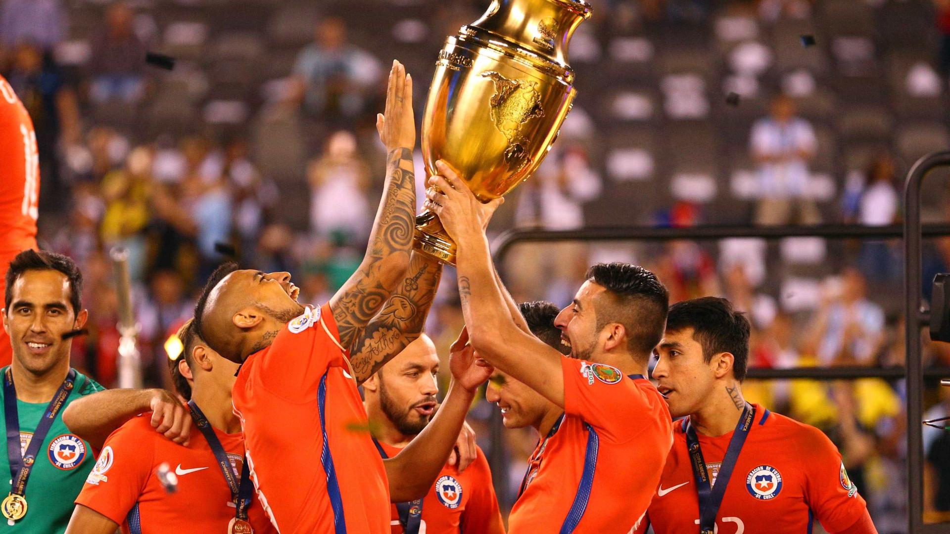 Na onda do sucesso do Chile, best-seller mistura  futebol e literatura
