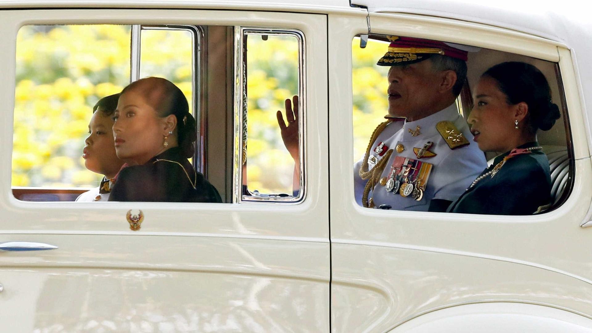 Rei da Tailândia terá controle sobre fortuna real