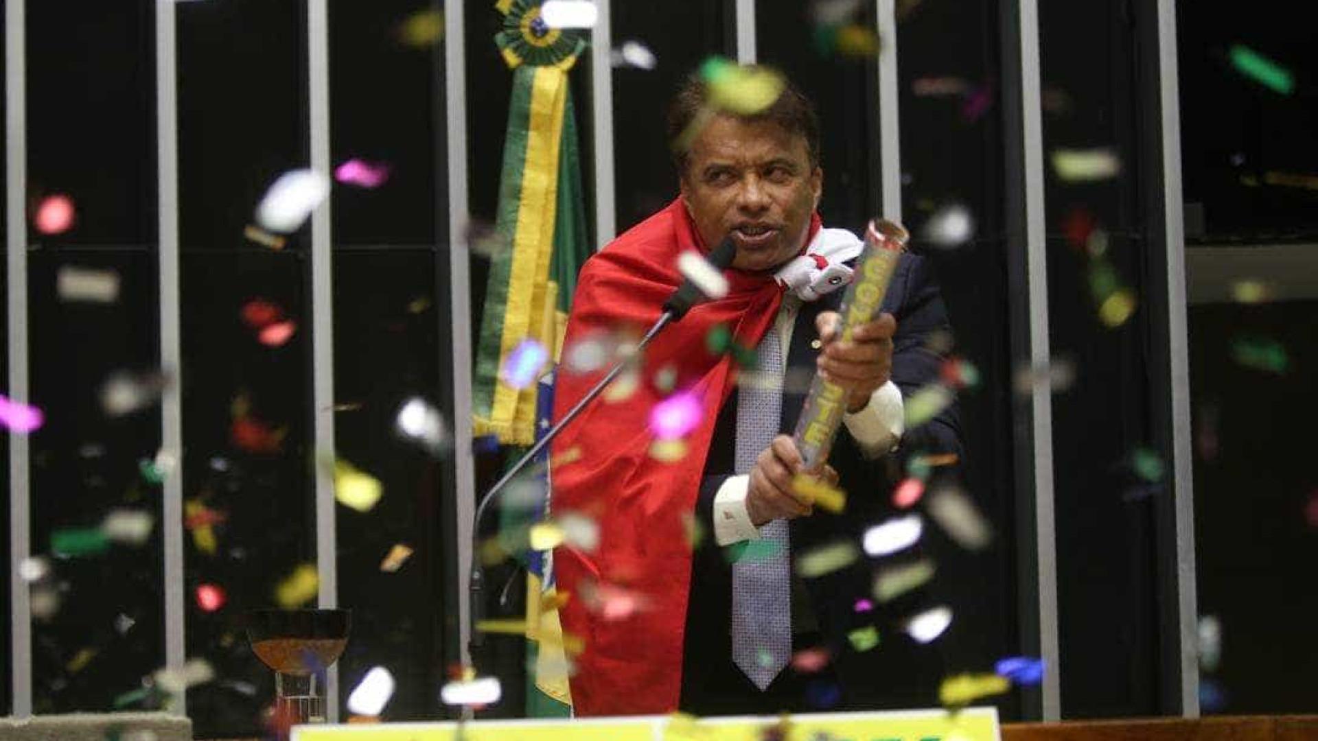 Aos 22 anos, filho de deputado é nomeado a cargo e vai gerir R$ 100 mi