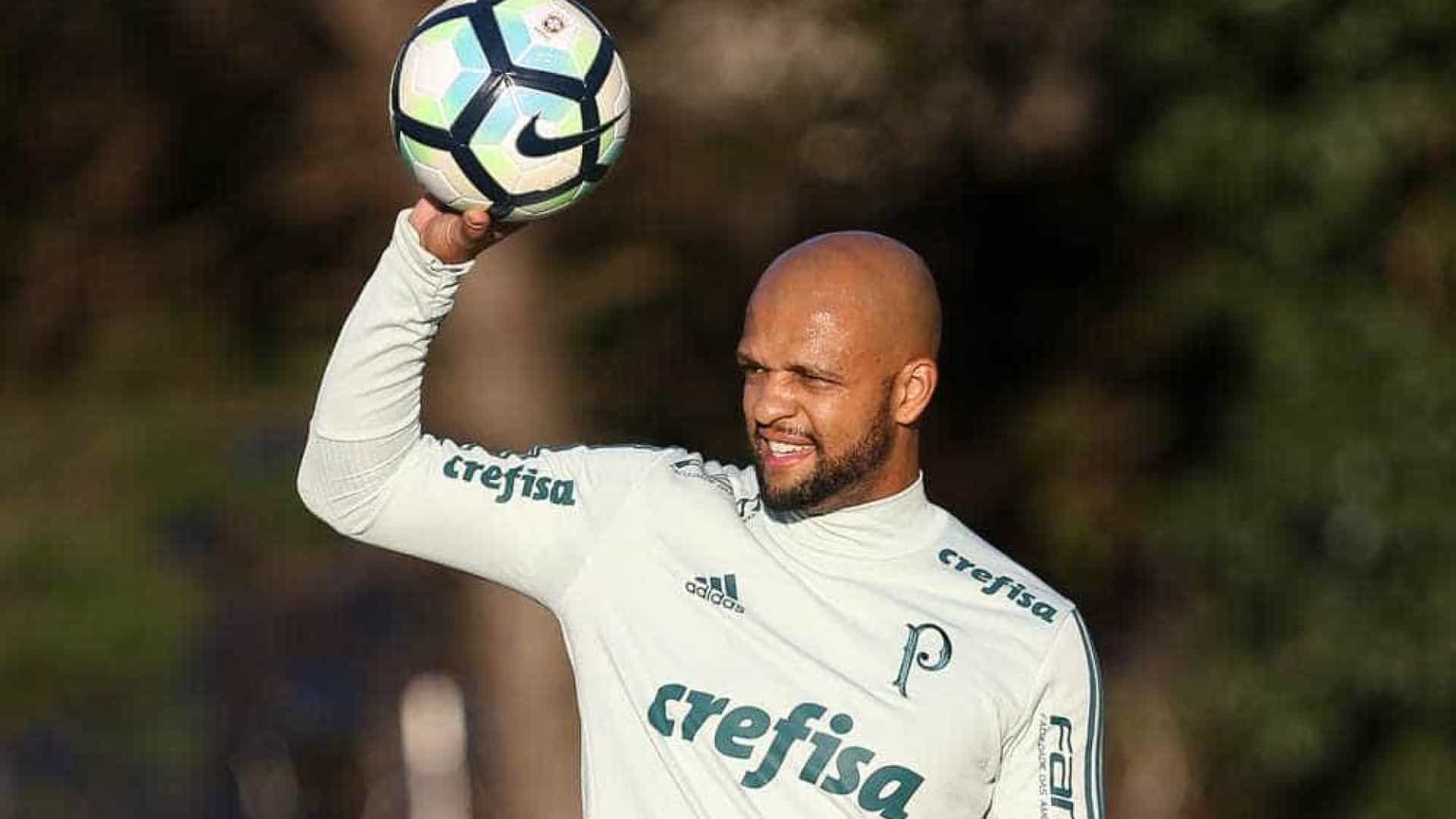Flamengo aguarda resposta, e negociação por Felipe Melo vira novela