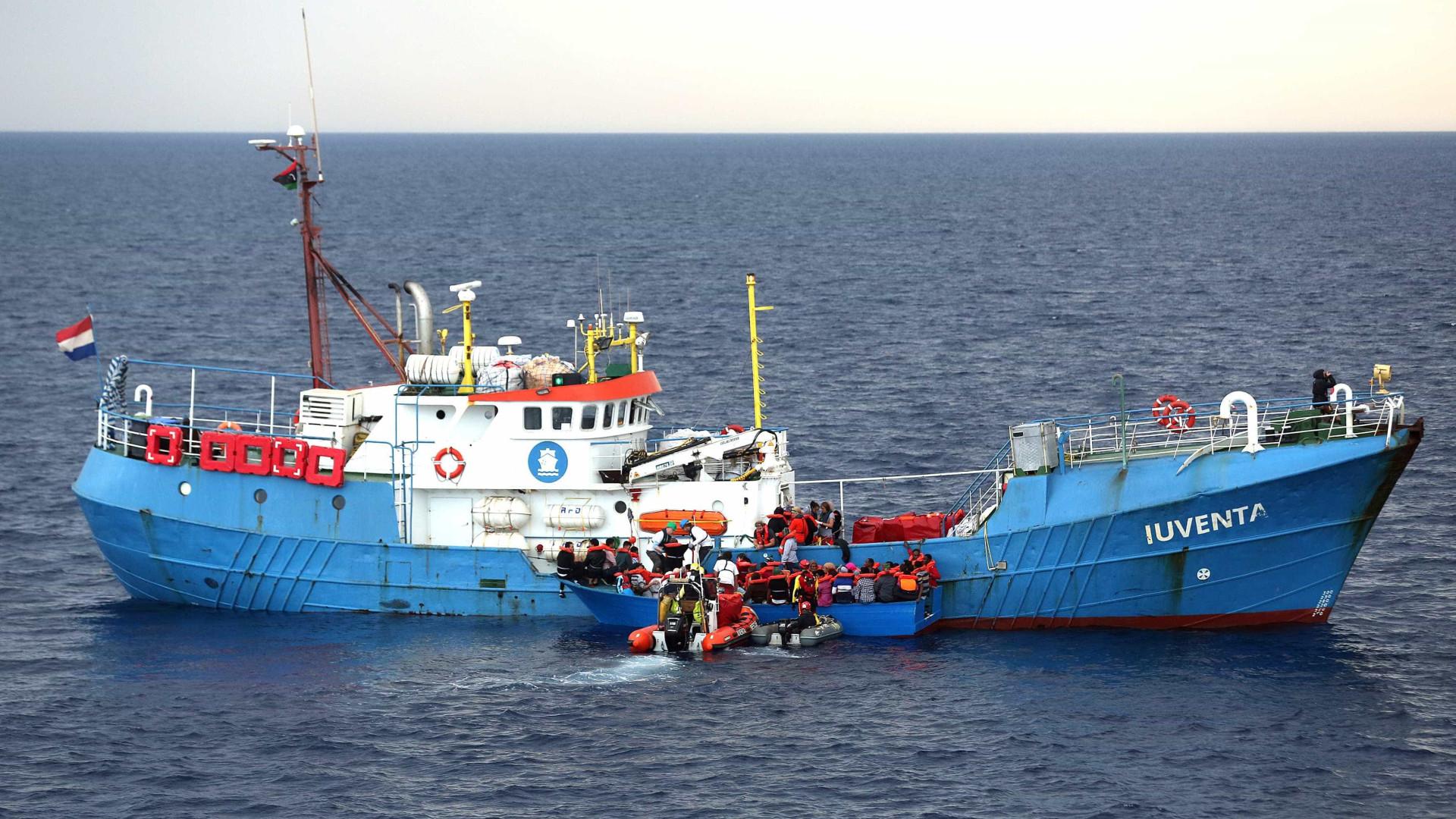 Após recusar navio, Itália recebe mil pessoas tiradas do mar