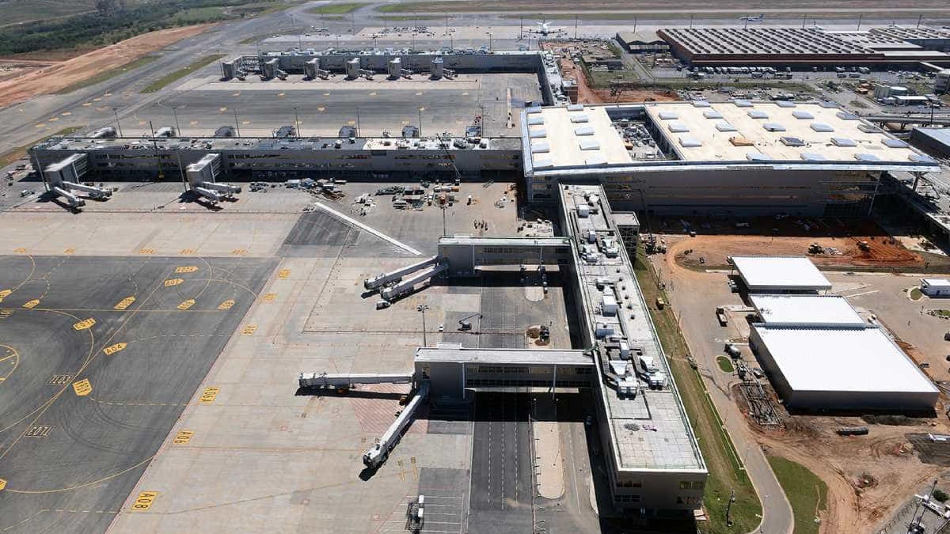 Aeroporto Sp : Notícias ao minuto brasil grupo invade pista e rouba carga no