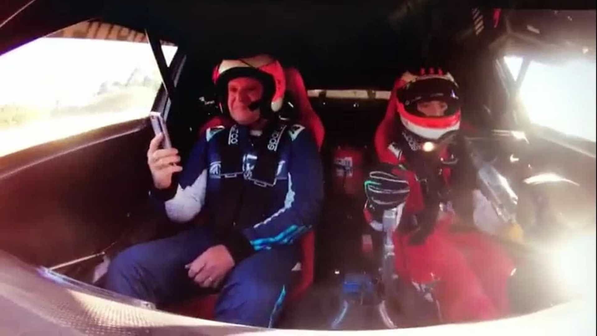 Barrichello se emociona ao andar como passageiro ao lado do filho