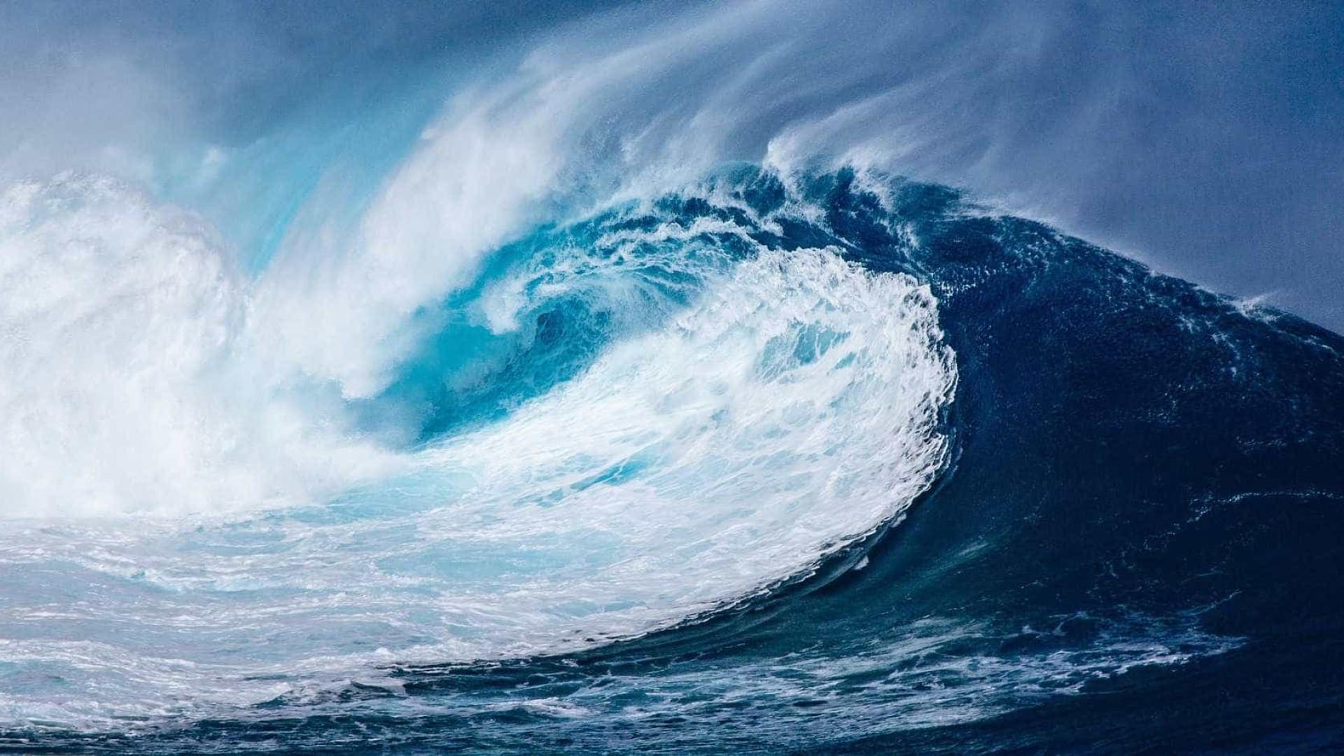Ressaca pode provocar ondas de até quatro metros no Rio