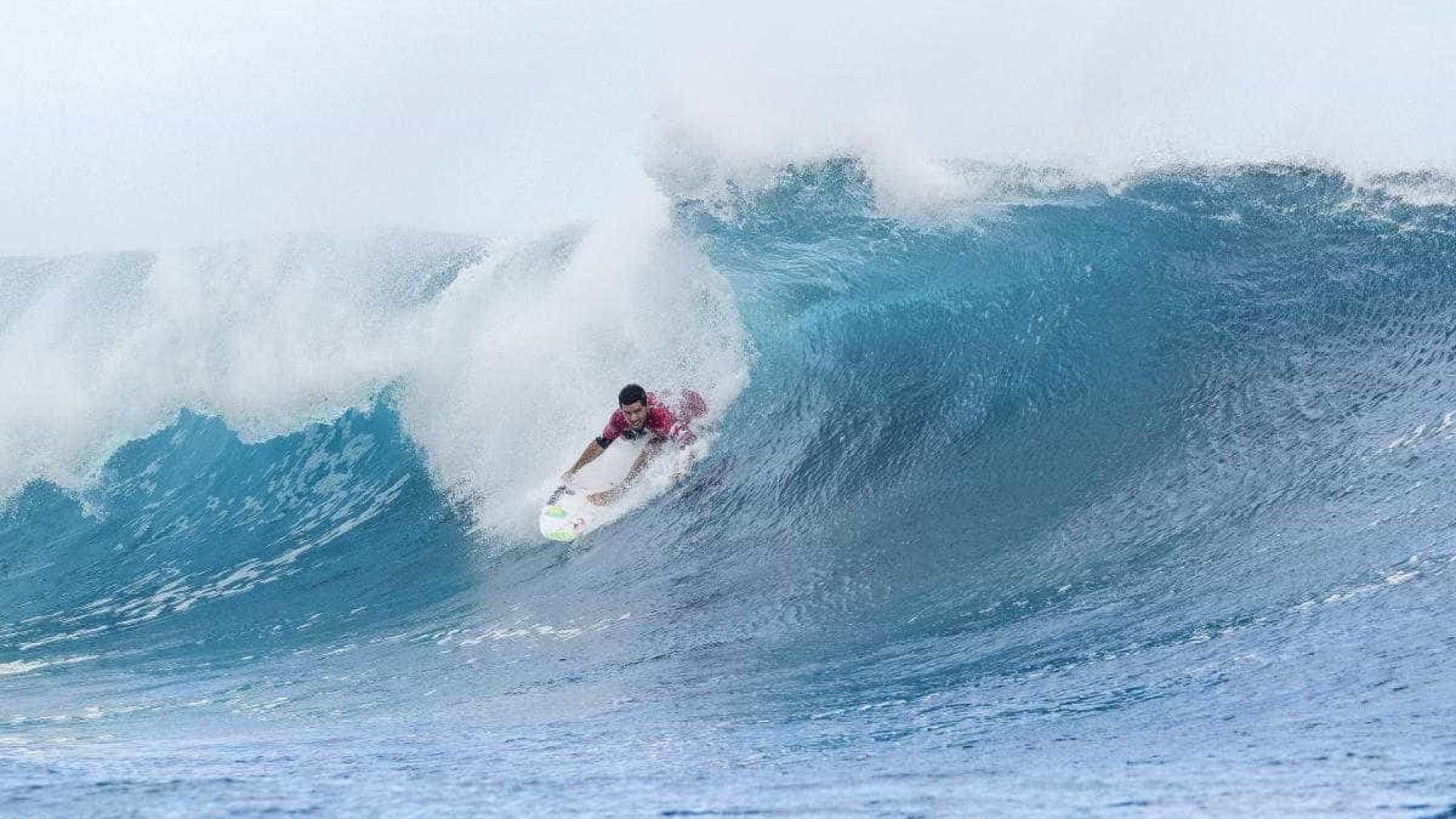 Gabriel Medina e Adriano de Souza vão direto à 3ª fase no Taiti