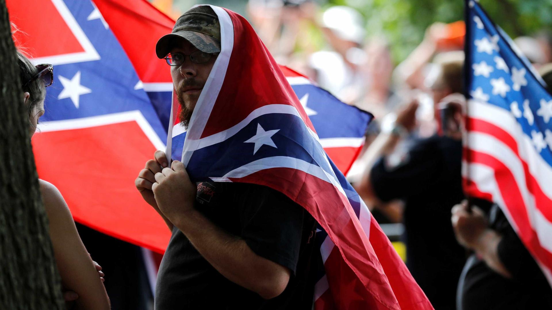 EUA: extrema-direita protesta contra negros, imigrantes, gays e judeus