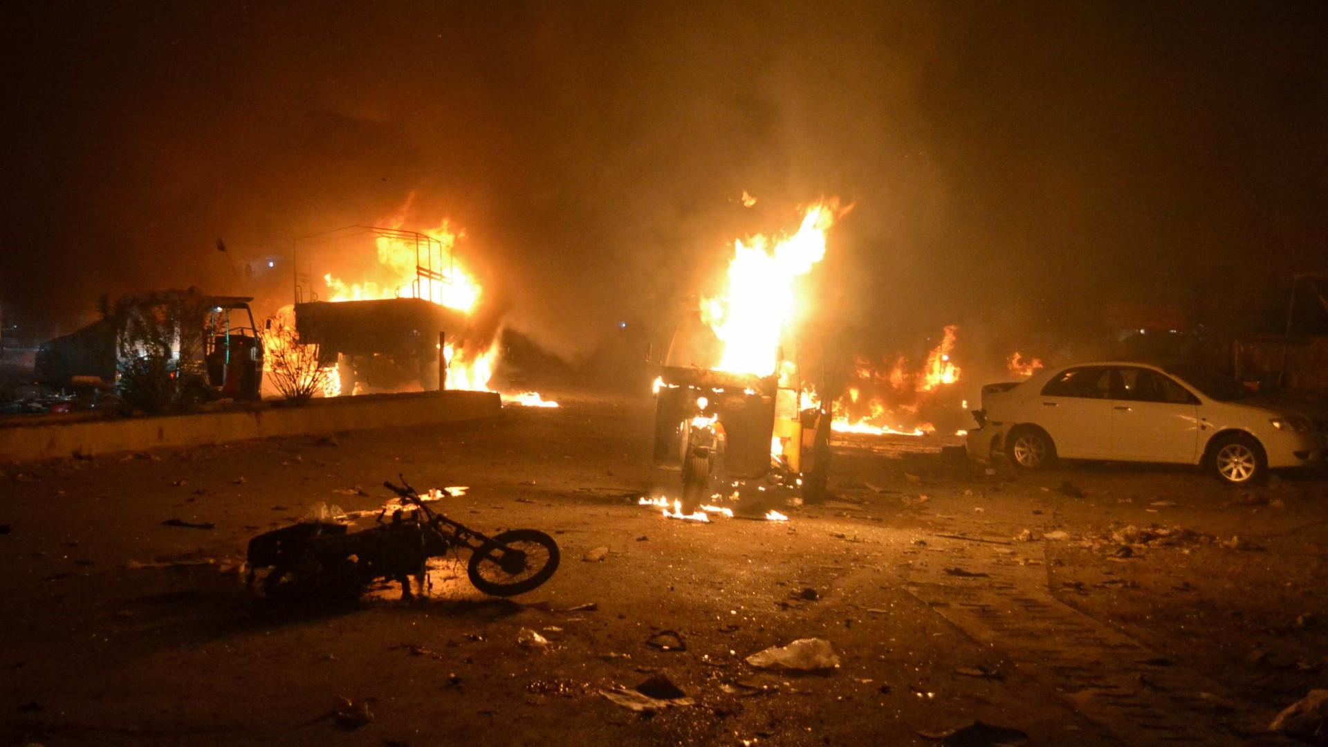 Atentado mata 15 e fere 25 no Paquistão