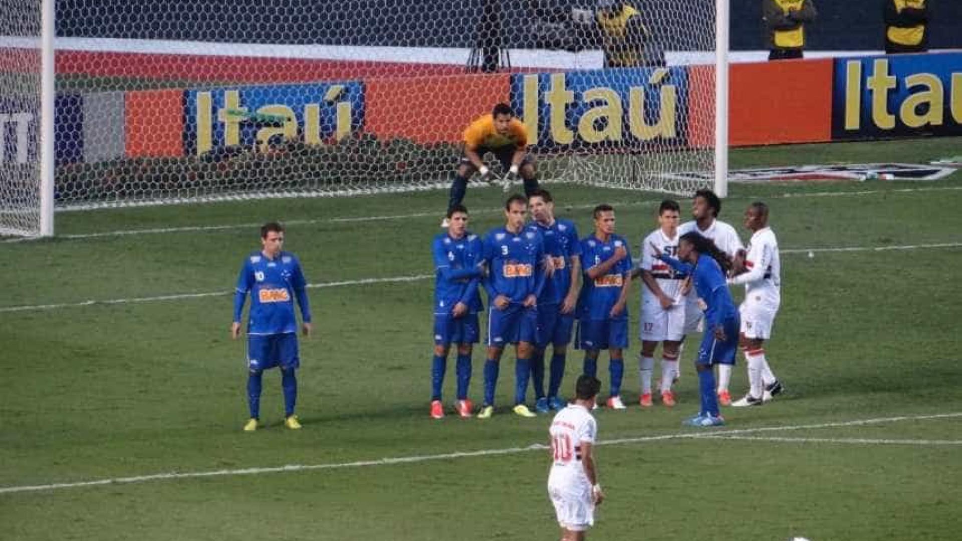 Em jogo de duas viradas, São Paulo vence o Cruzeiro com público recorde