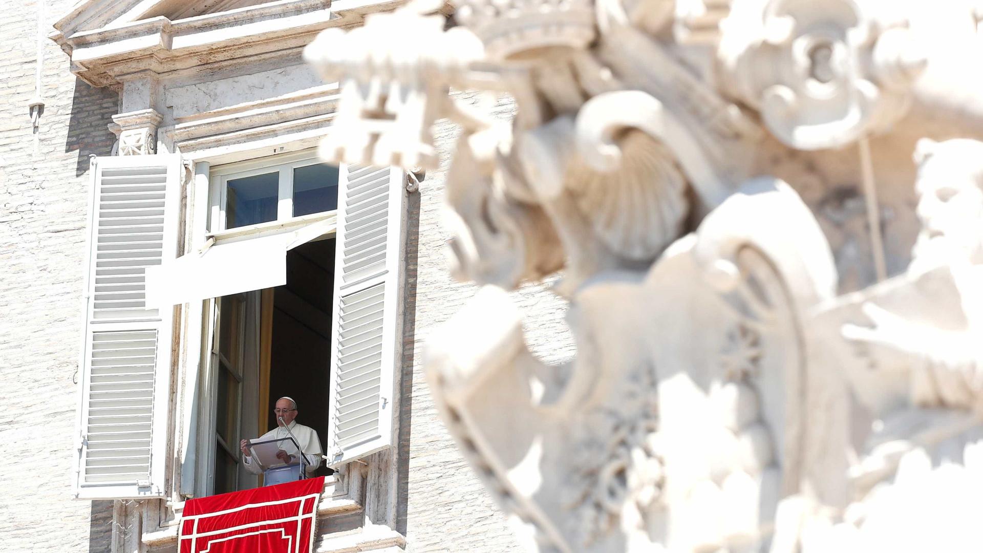 Papa questiona cristãos que recorrem a cartomantes
