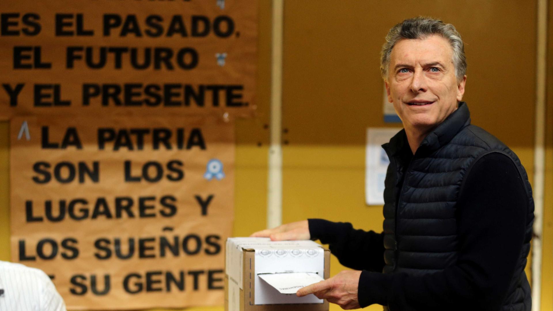 Primárias na Argentina: Kirchner fica em casa, Macri vota pela manhã