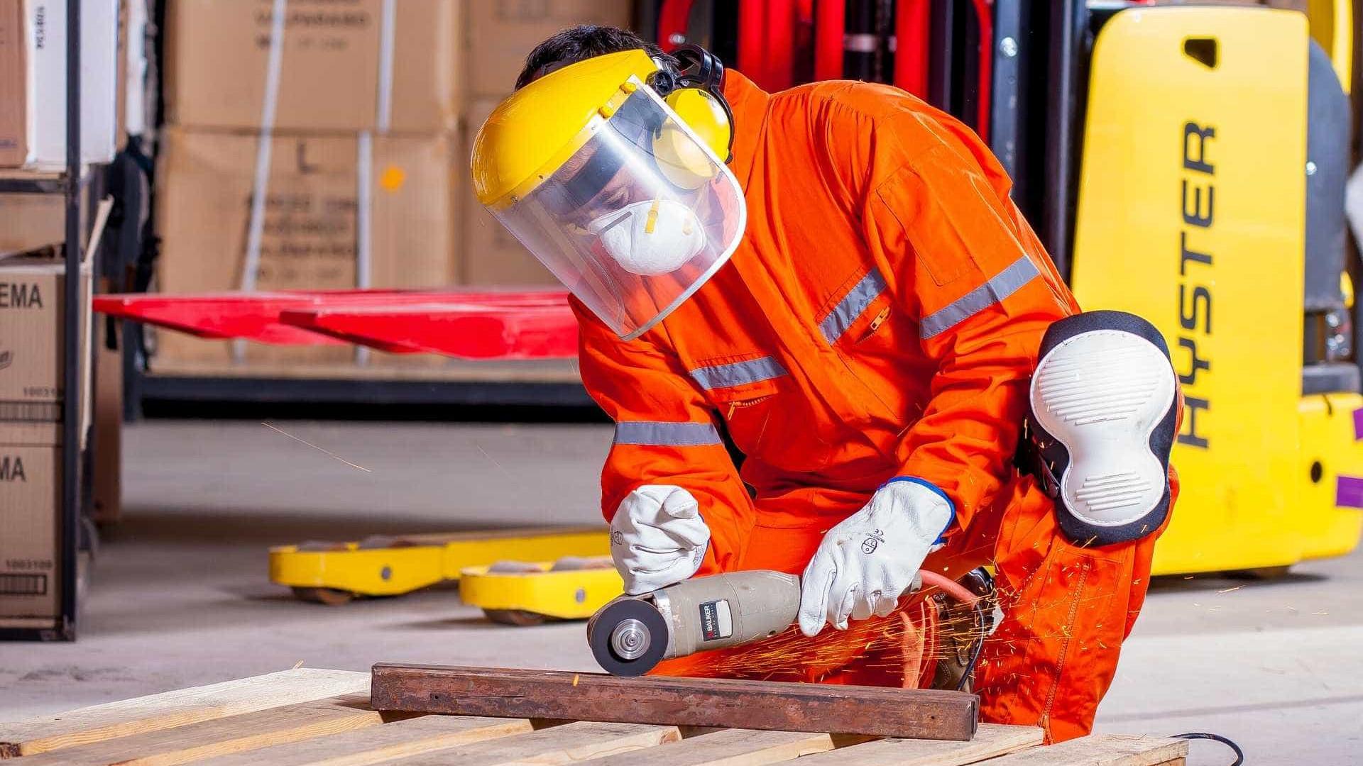Indústria paulista cria 9,5 mil postos de trabalho em abril