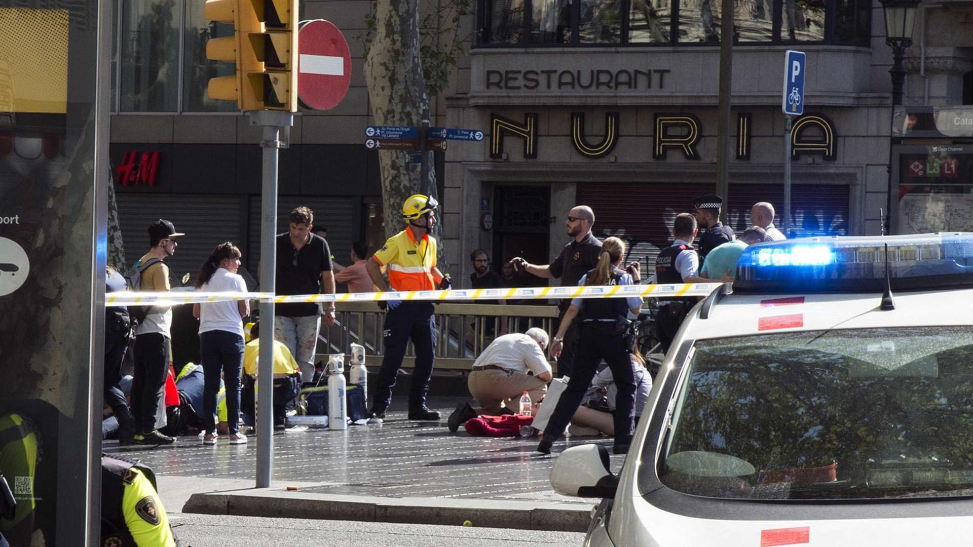 Brasileiro escapou de ataque e voltou ao local para ajudar vítimas