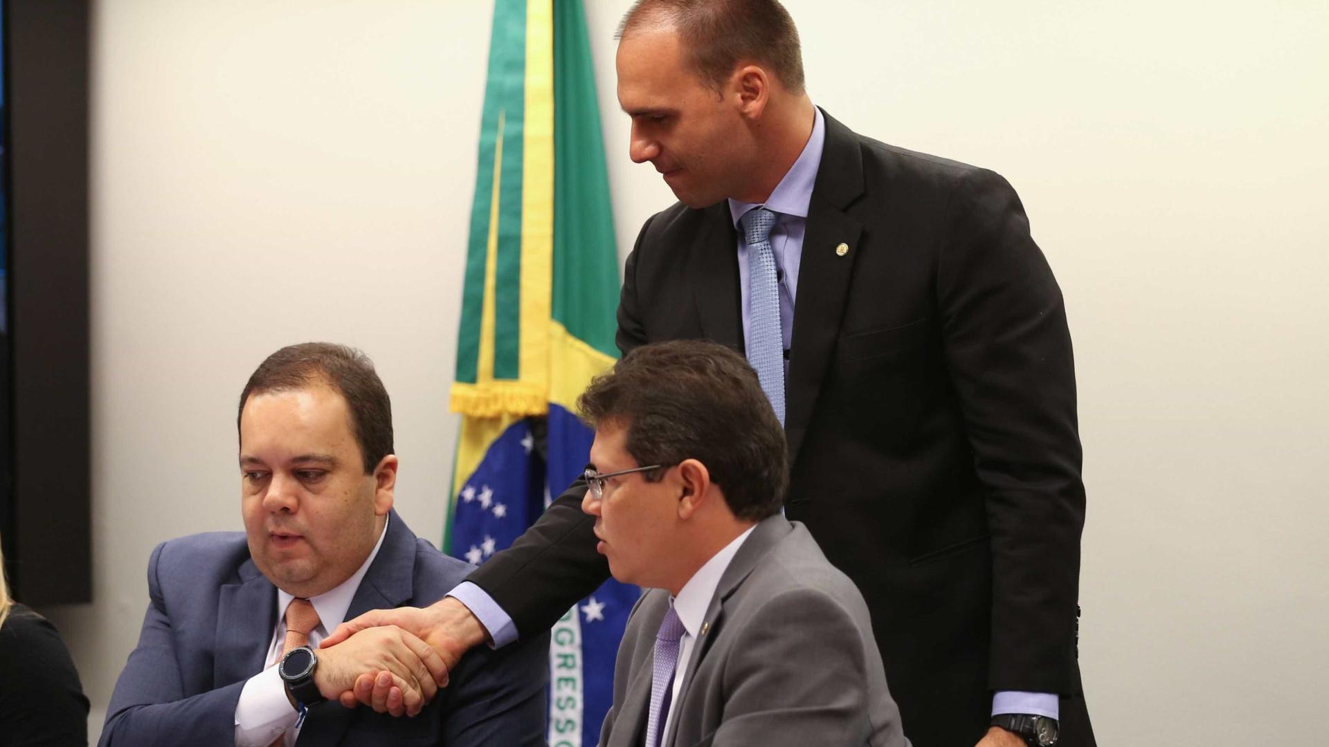[Vídeo] Bolsonaro leva ovada de militante de esquerda e vai para delegacia
