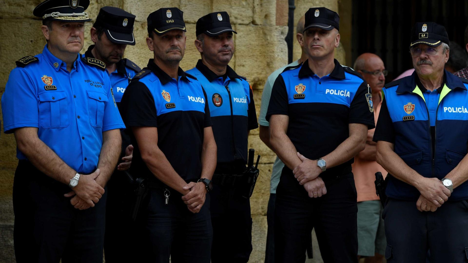 Polícia: motorista de van que matou 13 em Barcelona segue foragido