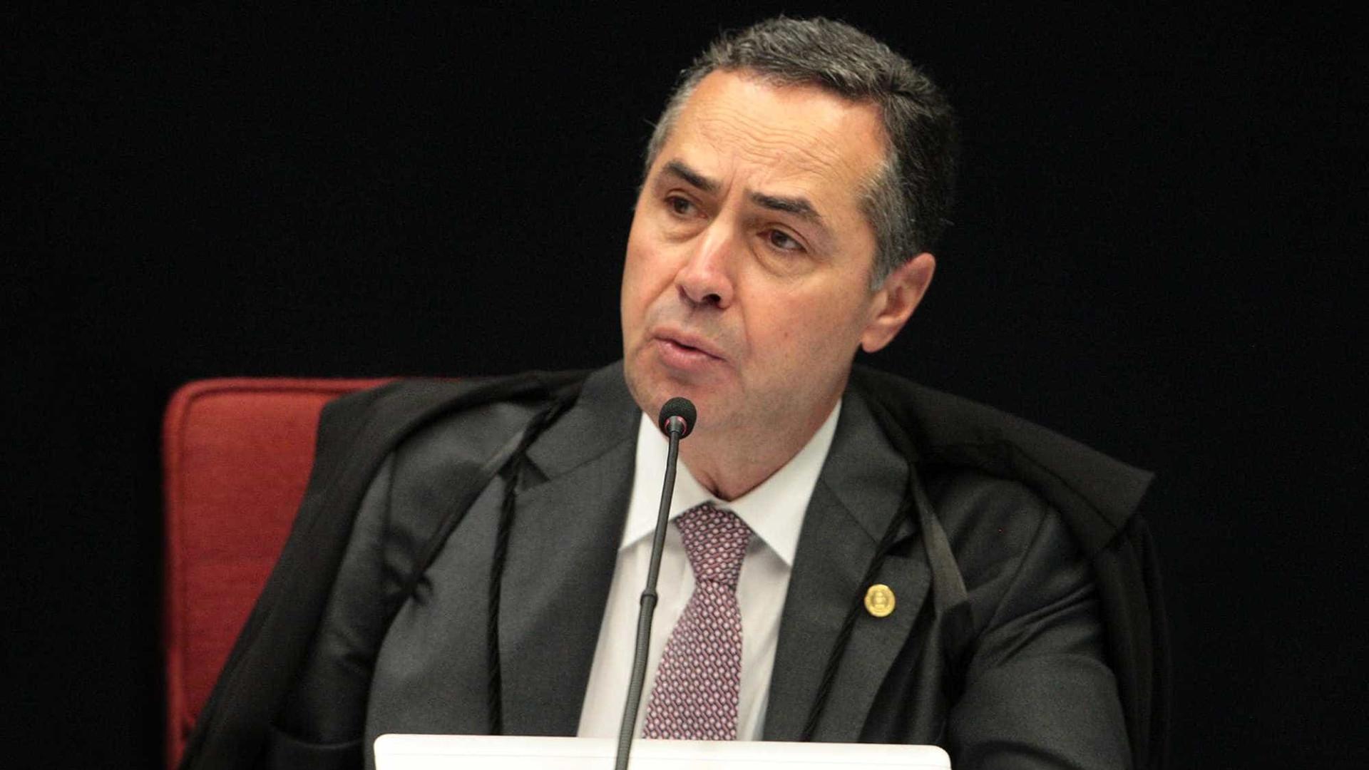 Refundação do país não tem volta, diz Barroso em palestra