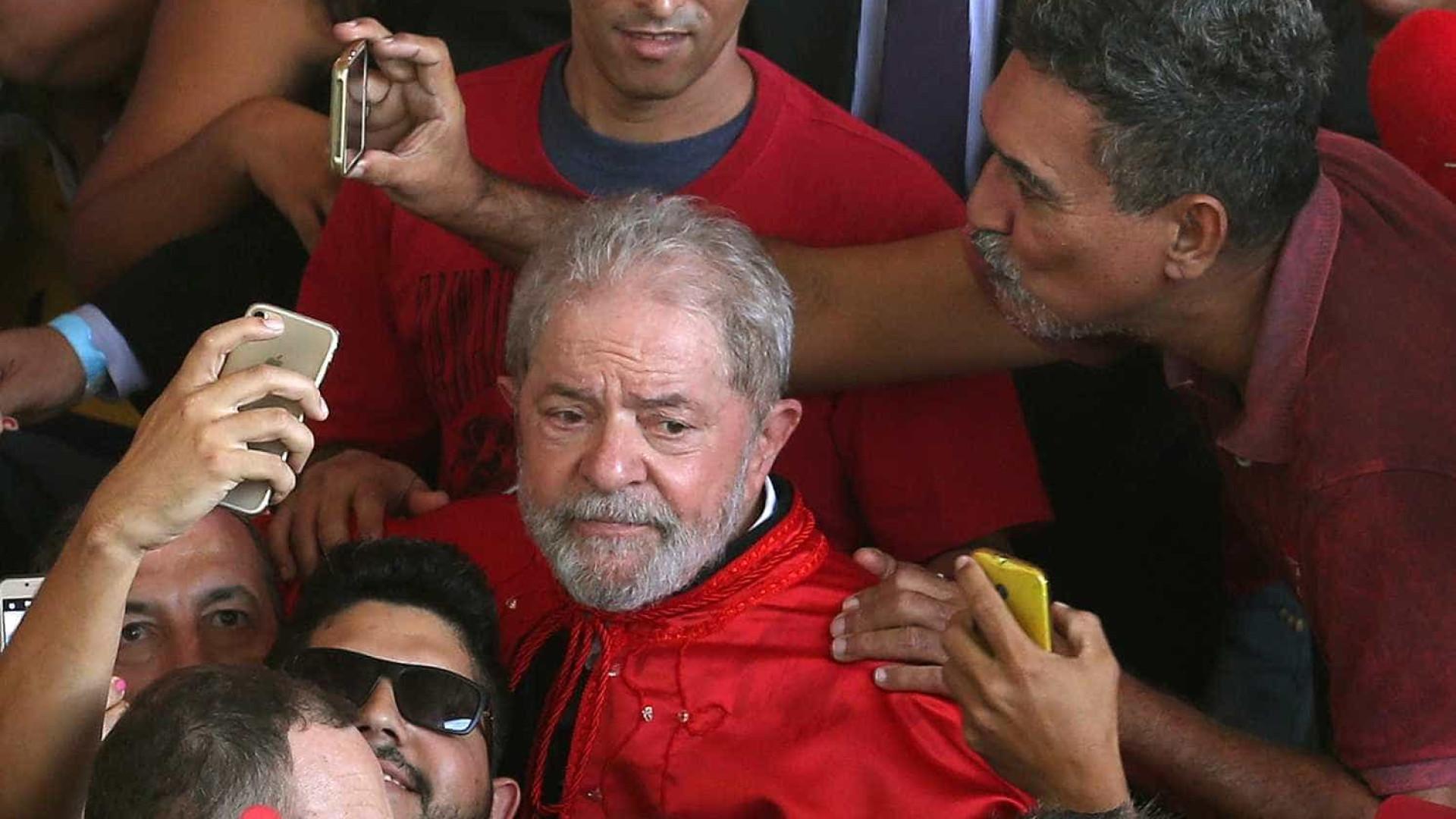 Em caravana, Lula diz que vai à briga caso concorra à Presidência