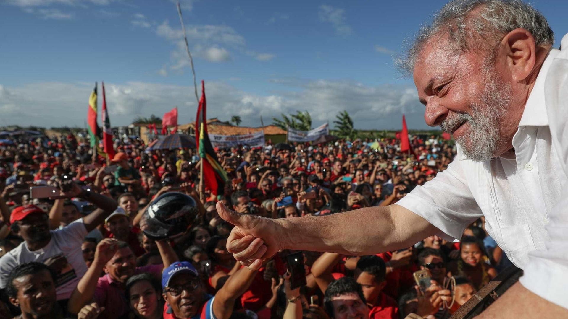 'Não fiquem com essa bobagem de que não vou ser candidato', diz Lula
