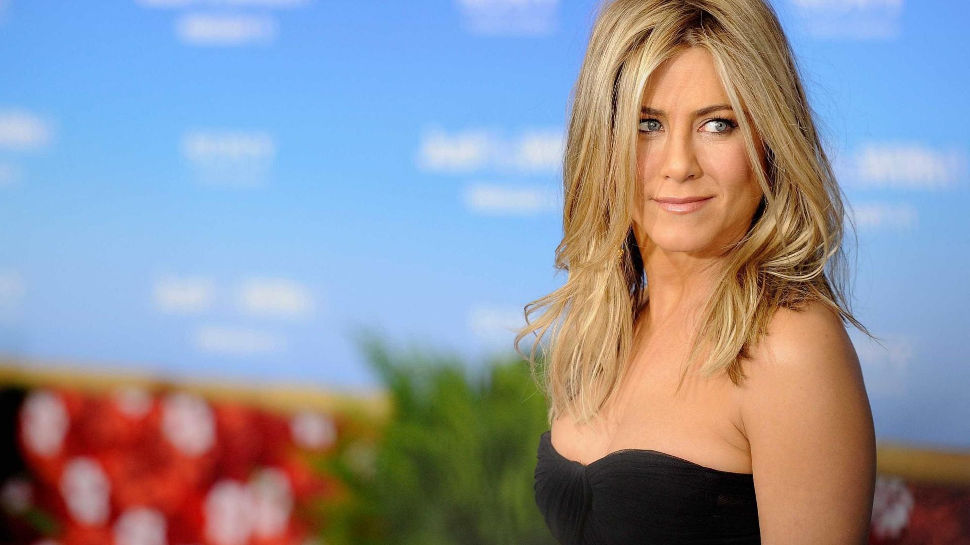 Beirando os 50, Jennifer Aniston fala sobre casamento e maternidade