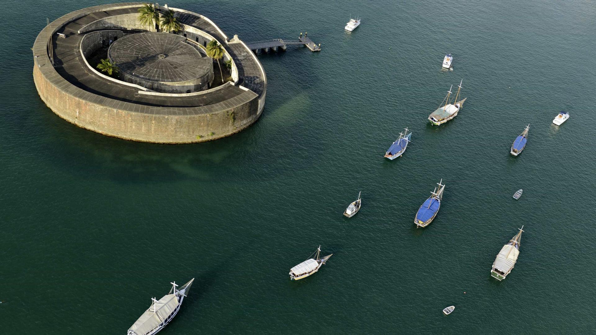 Polícia atualiza número de mortos em naufrágio da Bahia para 18