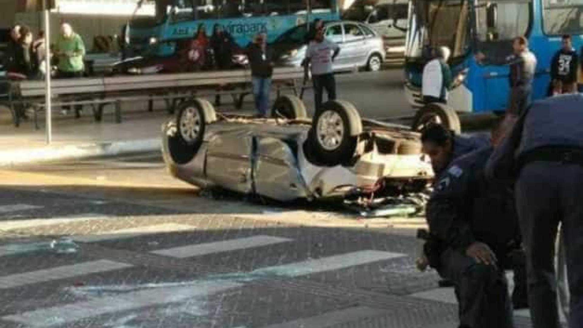 Mulheres morrem após carro cair de altura de 30 metros em aeroporto