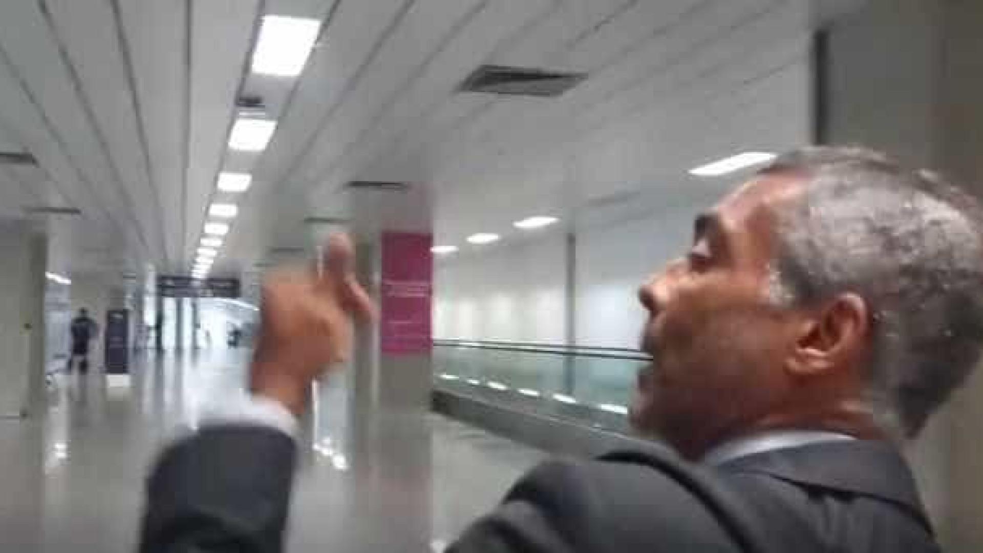 Romário é hostilizado em aeroporto no Rio; vídeo