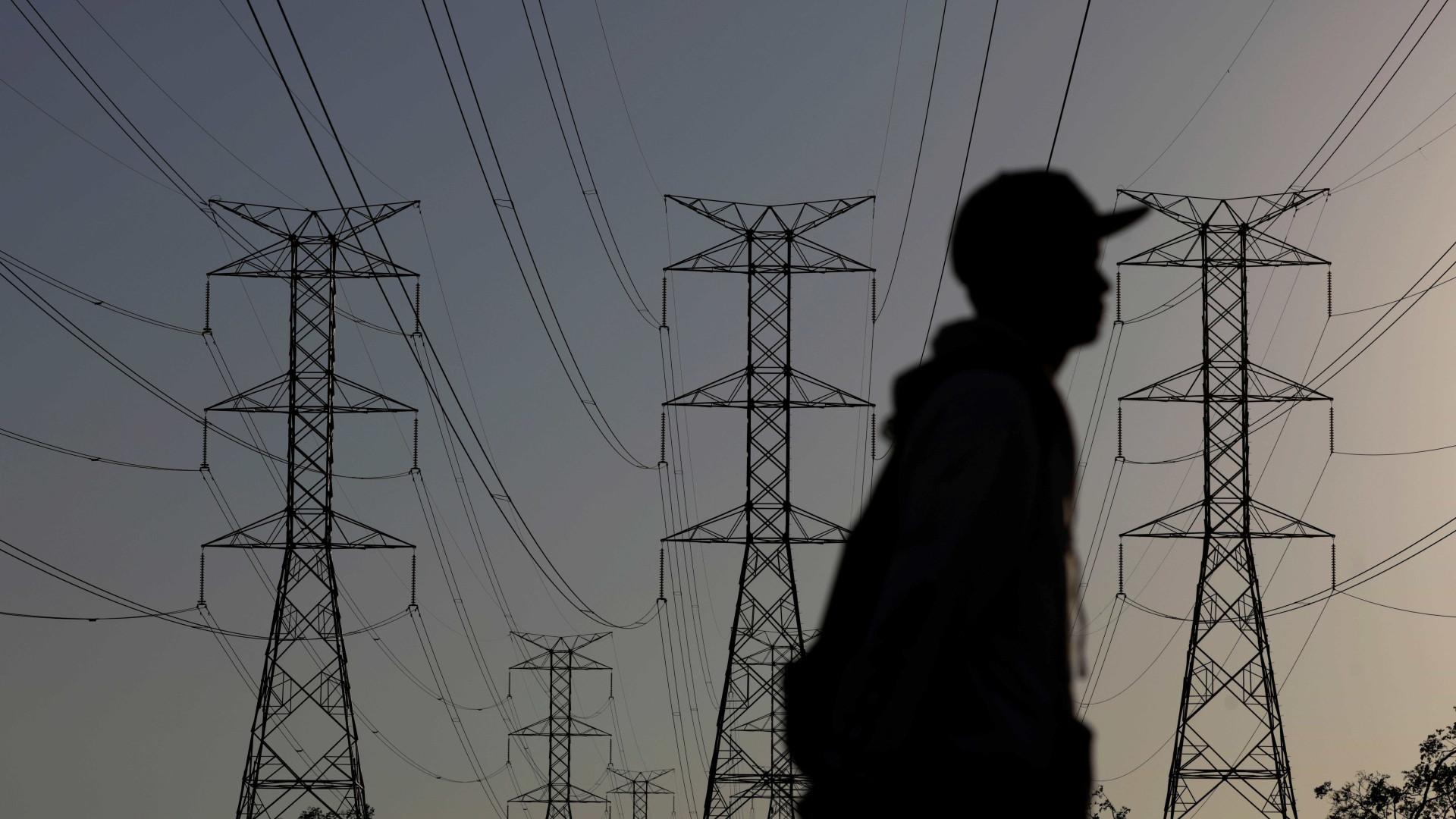 Carga de energia elétrica sobe 2% em março, diz ONS