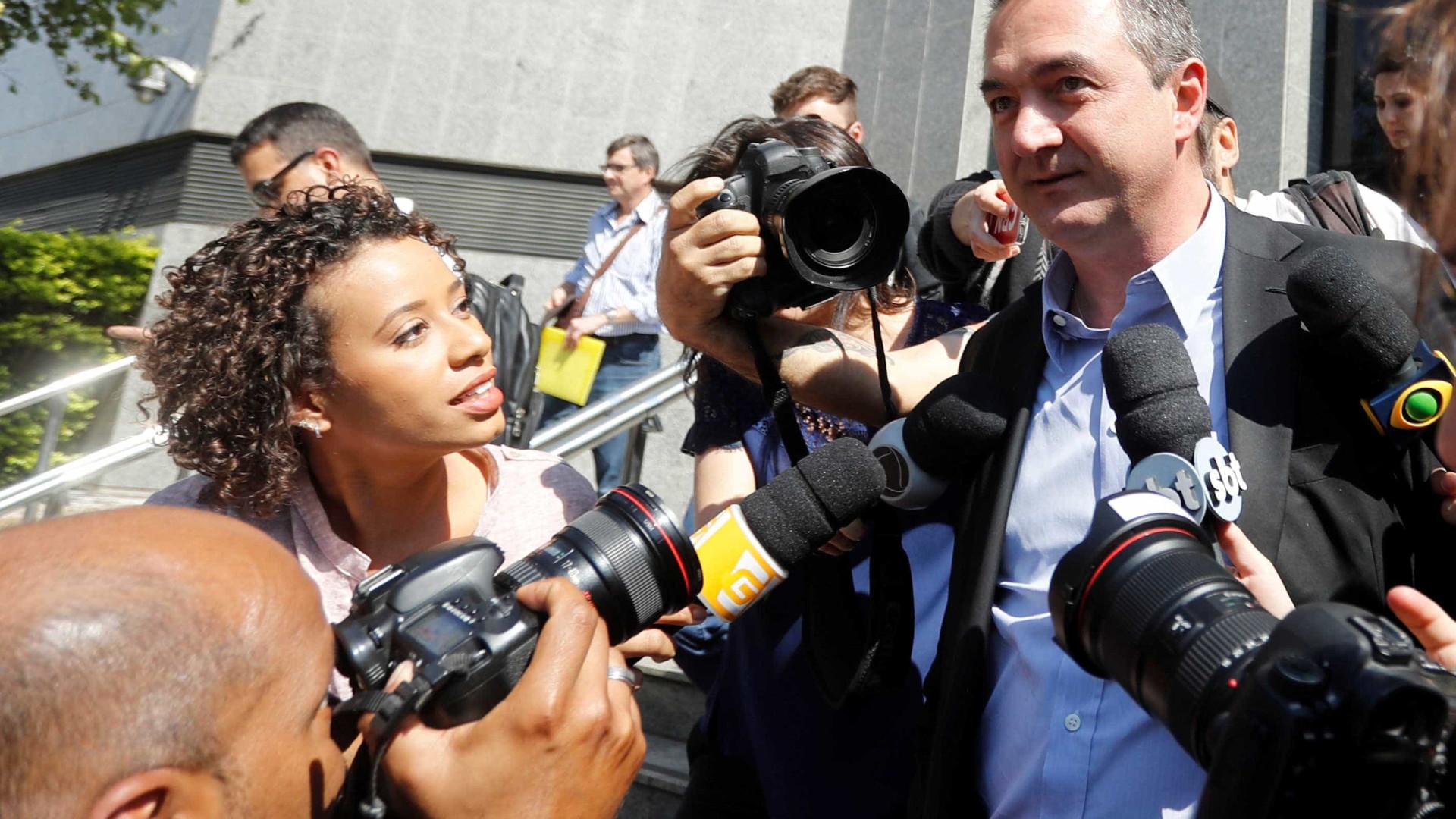 Joesley entrega passaporte à Justiça Federal