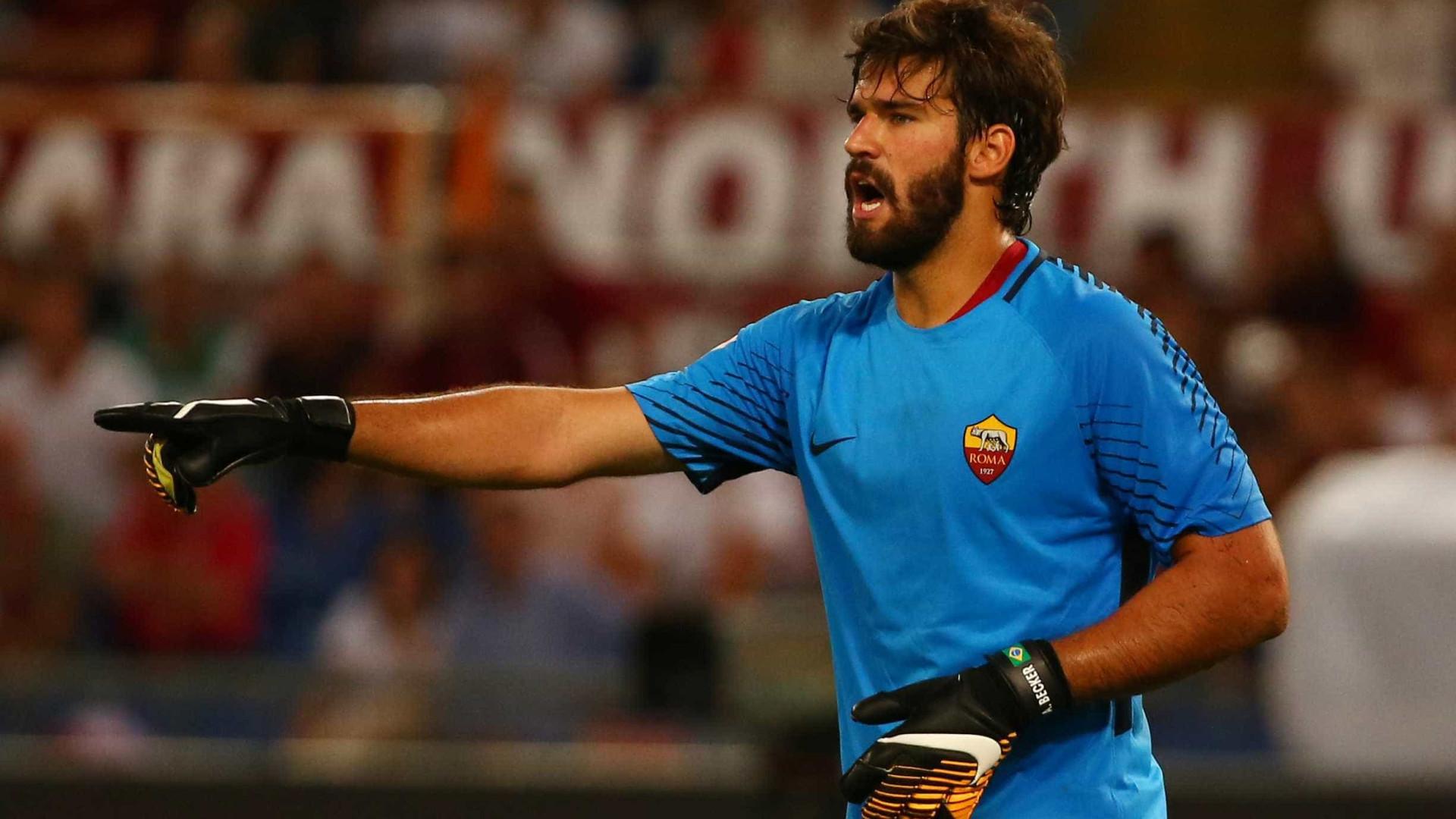 Roma desafia torcedores a escolherem defesa mais bonita de Alisson