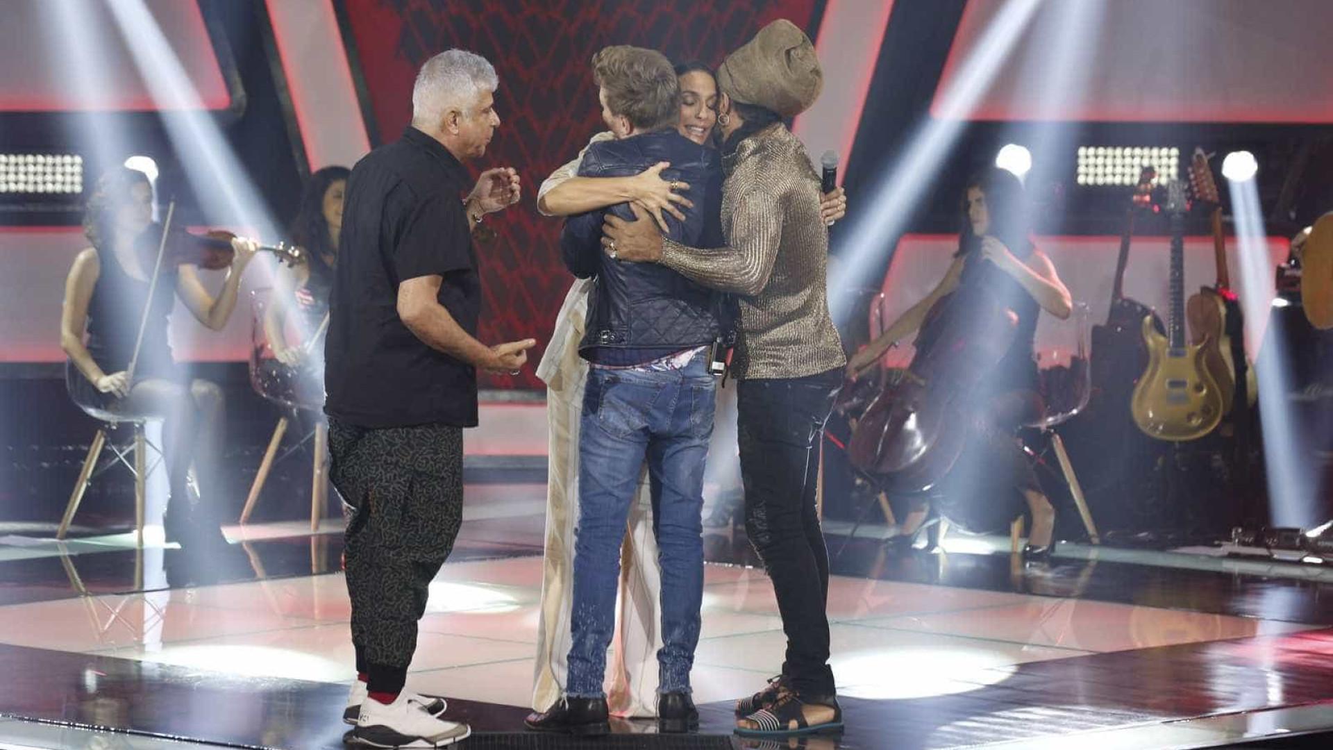 Grávida de gêmeos, Ivete se emociona na gravação do 'The Voice'