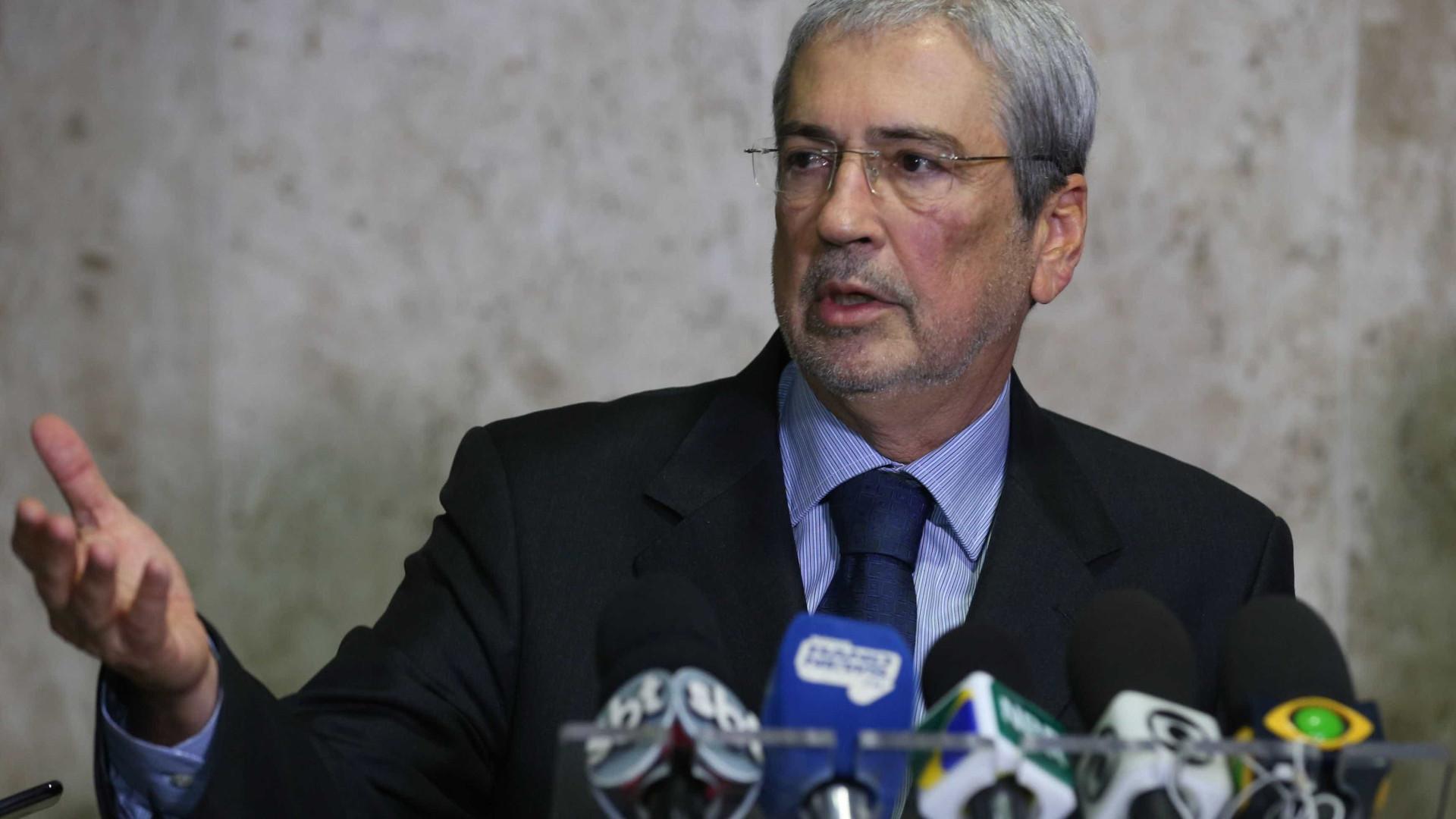Ministro Antonio Imbassahy entrega carta com pedido de demissão