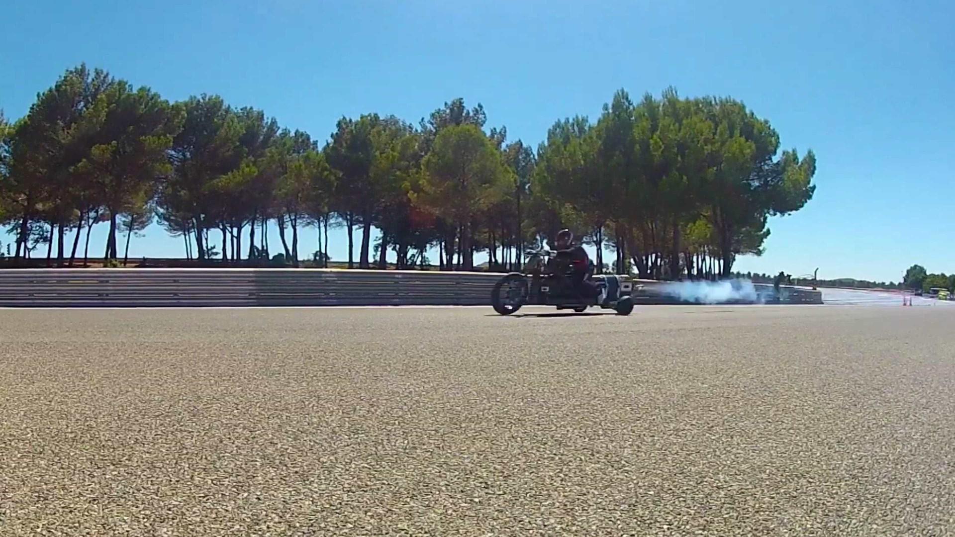 Moto movida a água alcança velocidade 260 km/h